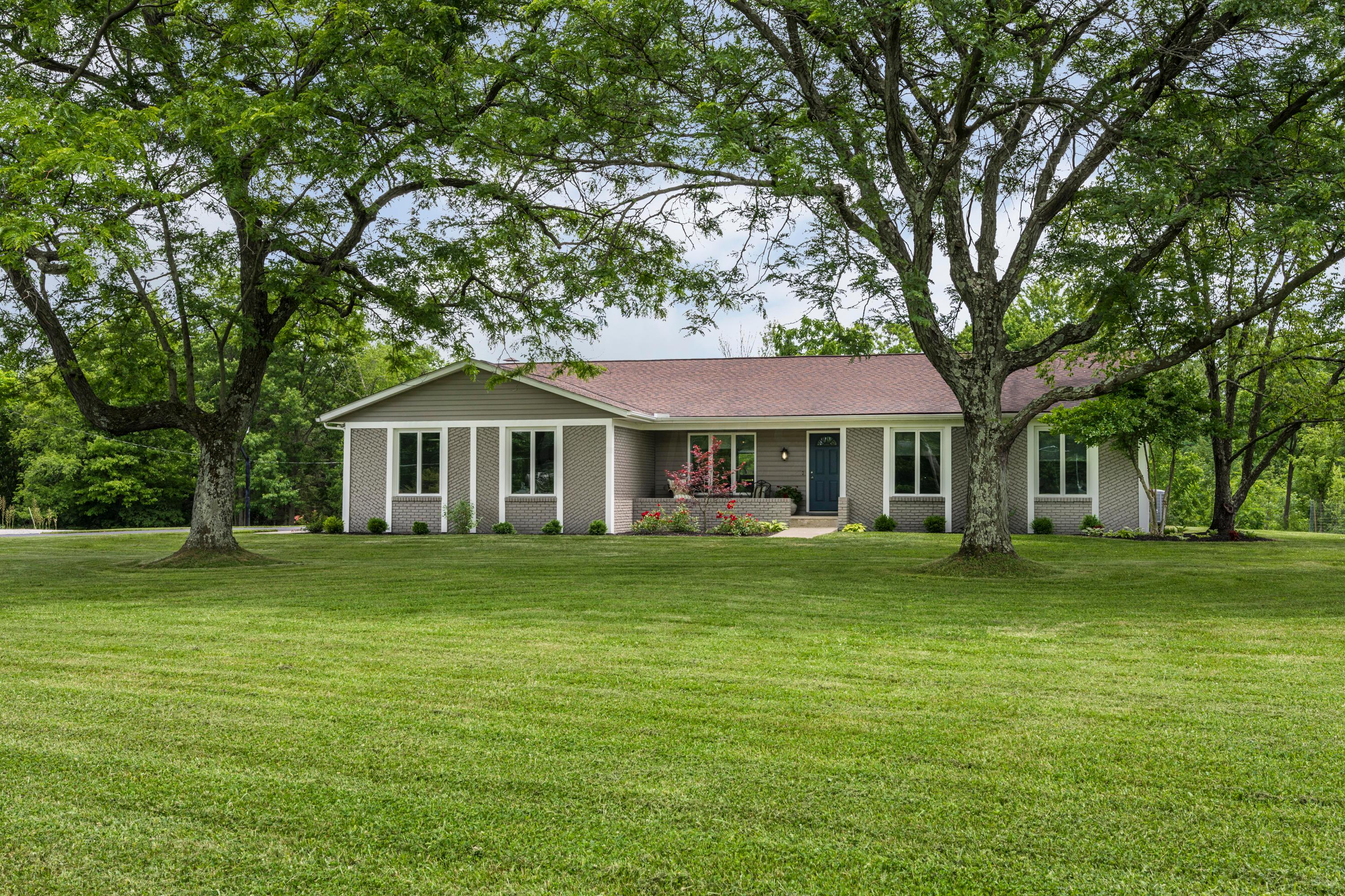 Photo of 5818 Kitzmiller Road, New Albany, OH 43054