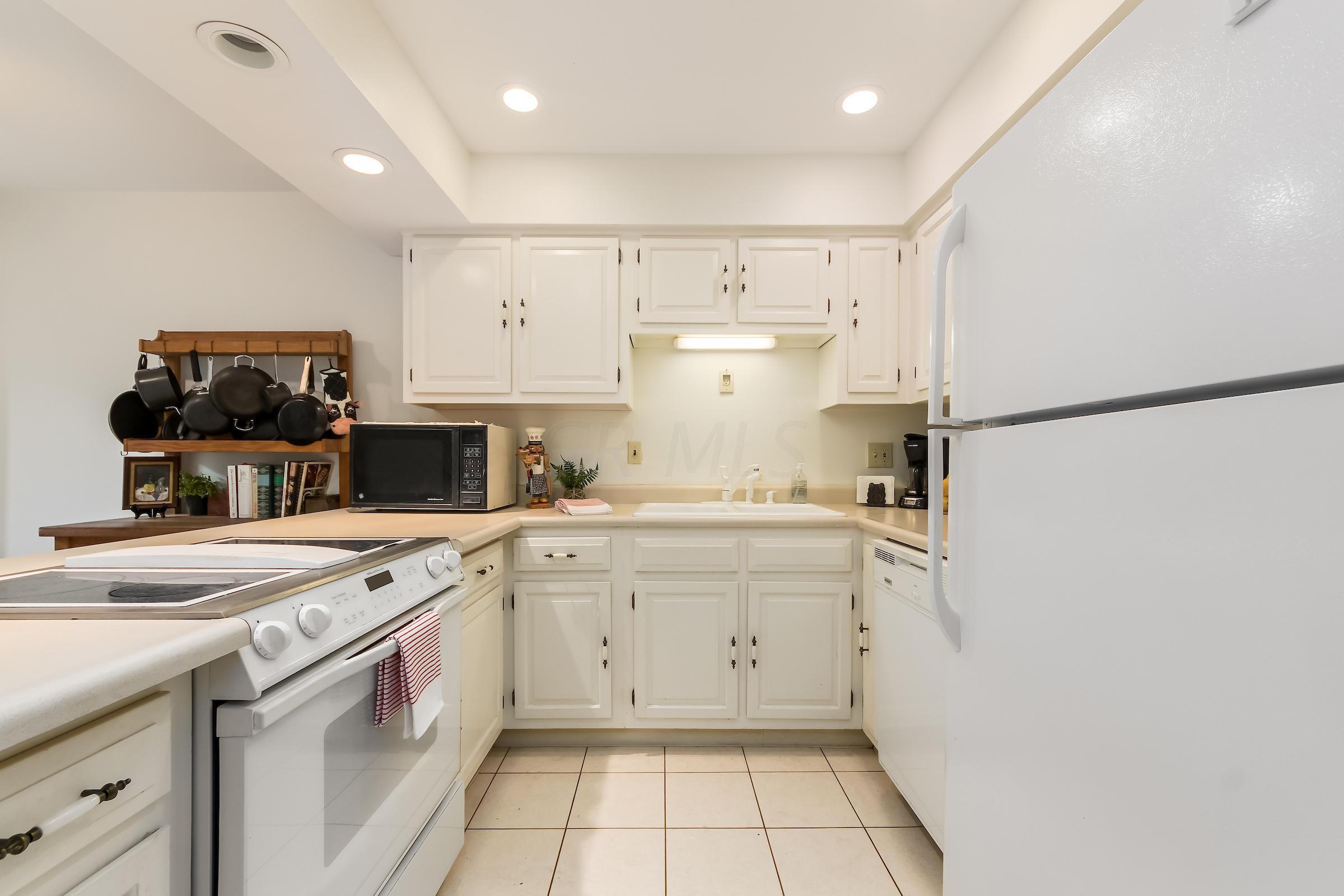 4760 Coach Road, Columbus, Ohio 43220, 2 Bedrooms Bedrooms, ,2 BathroomsBathrooms,Residential,For Sale,Coach,220025561