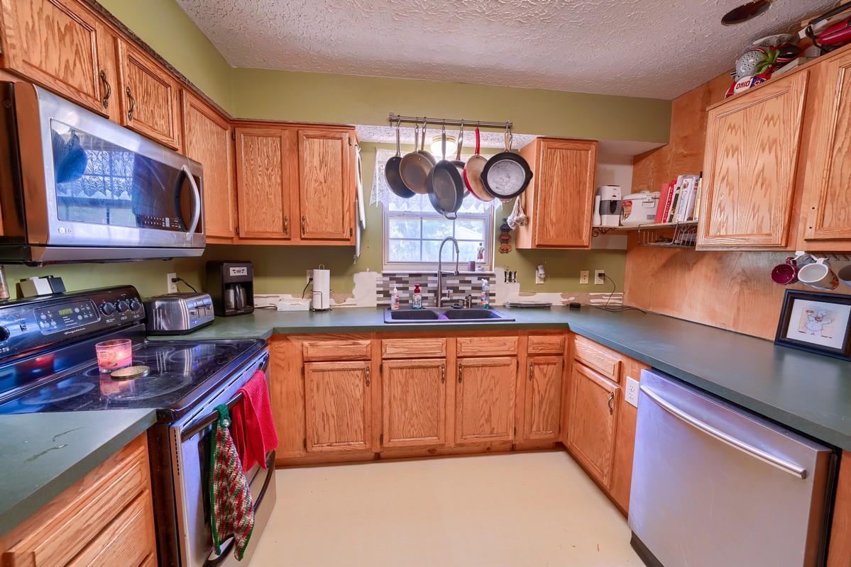 1591 Coronet Drive, Columbus, Ohio 43224, 4 Bedrooms Bedrooms, ,3 BathroomsBathrooms,Residential,For Sale,Coronet,220025569