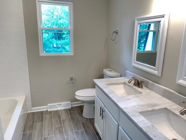 215 Old Trail Drive, Columbus, Ohio 43213, 4 Bedrooms Bedrooms, ,3 BathroomsBathrooms,Residential,For Sale,Old Trail,220025807