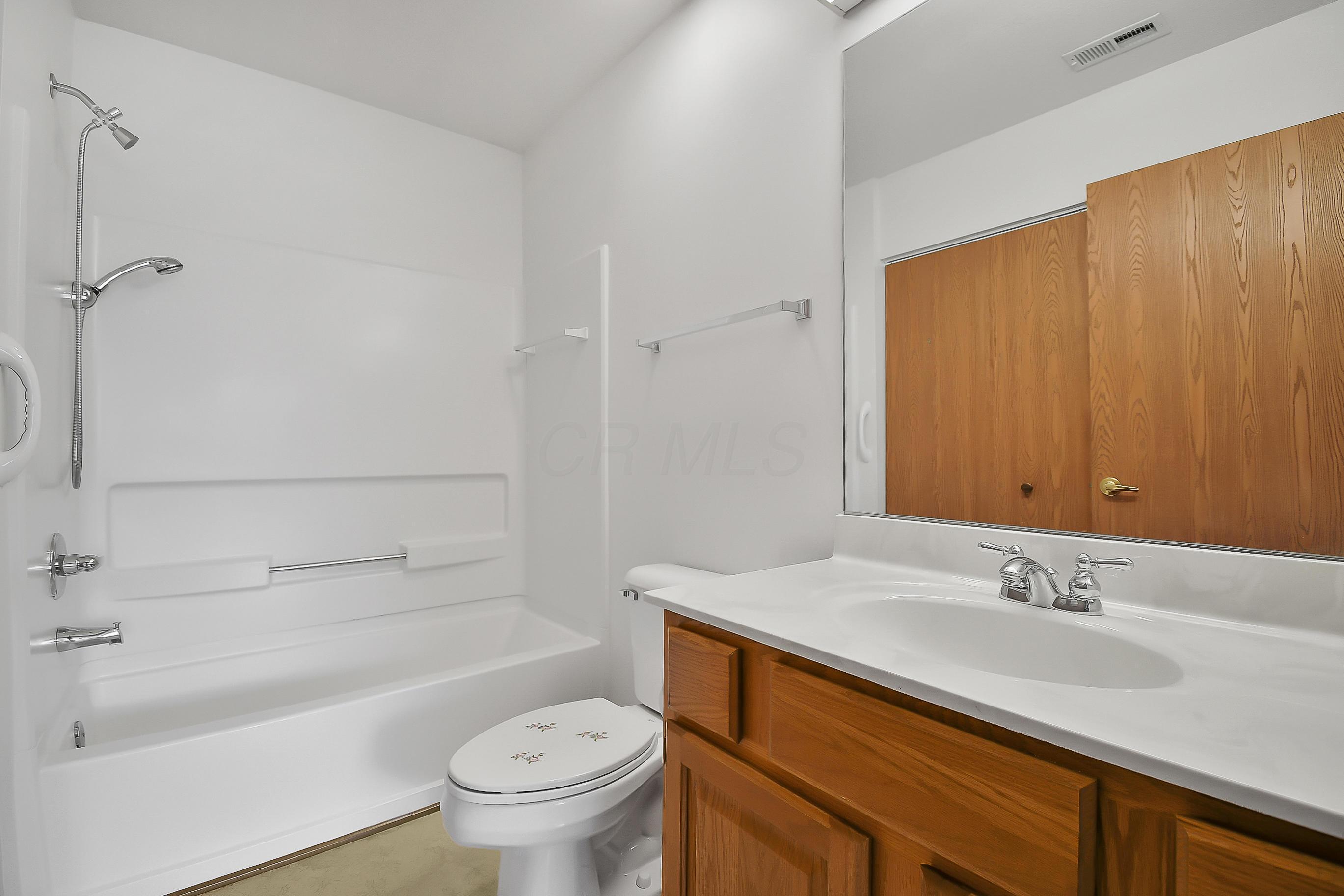 3987 Wiston Drive, Groveport, Ohio 43125, 2 Bedrooms Bedrooms, ,2 BathroomsBathrooms,Residential,For Sale,Wiston,220025823