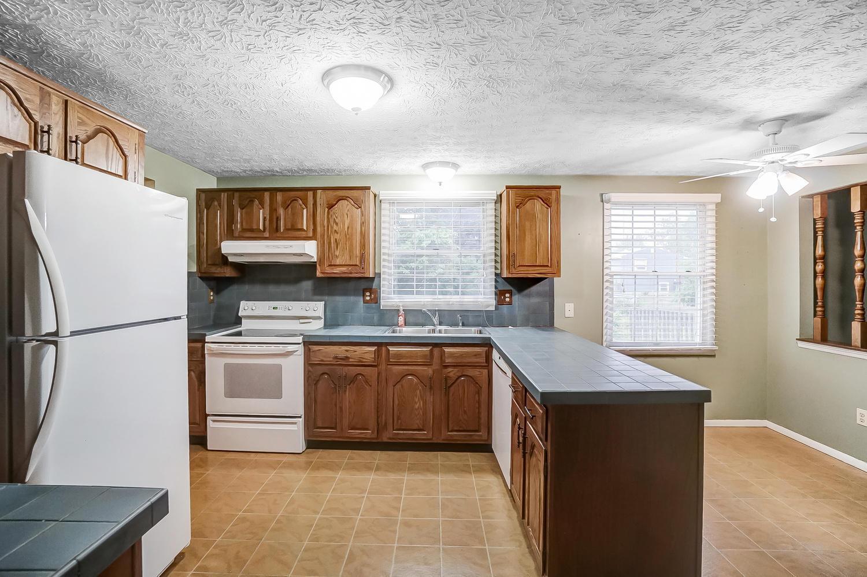 1303 Laurel Green Place, Galloway, Ohio 43119, 4 Bedrooms Bedrooms, ,3 BathroomsBathrooms,Residential,For Sale,Laurel Green,220025822