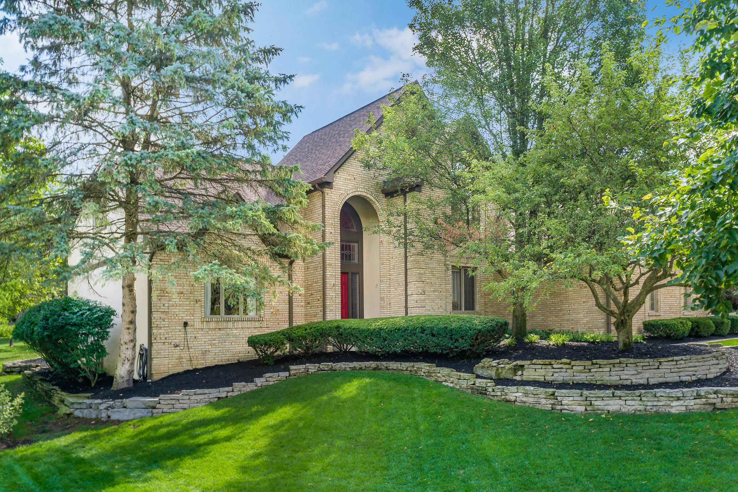 Photo of 8550 Stonechat Loop, Dublin, OH 43017