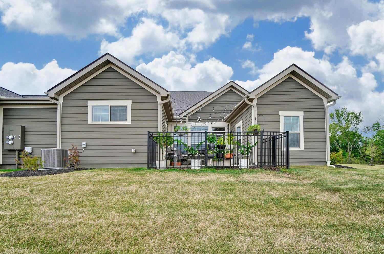 10400 Spicebrush Drive, Plain City, Ohio 43064, 3 Bedrooms Bedrooms, ,3 BathroomsBathrooms,Residential,For Sale,Spicebrush,220030502