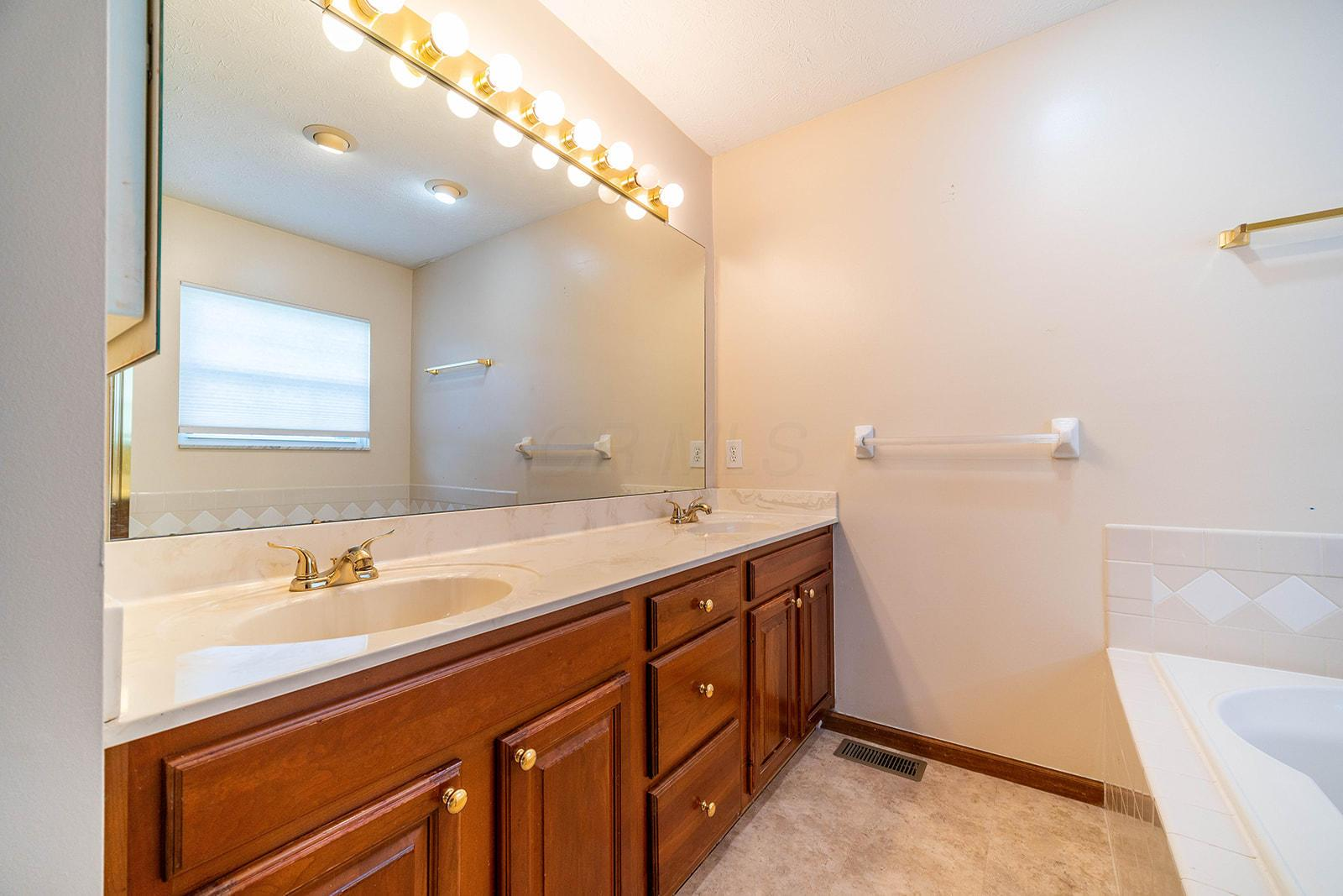 2200 Victoria Park Drive, Columbus, Ohio 43235, 3 Bedrooms Bedrooms, ,4 BathroomsBathrooms,Residential,For Sale,Victoria Park,220030855