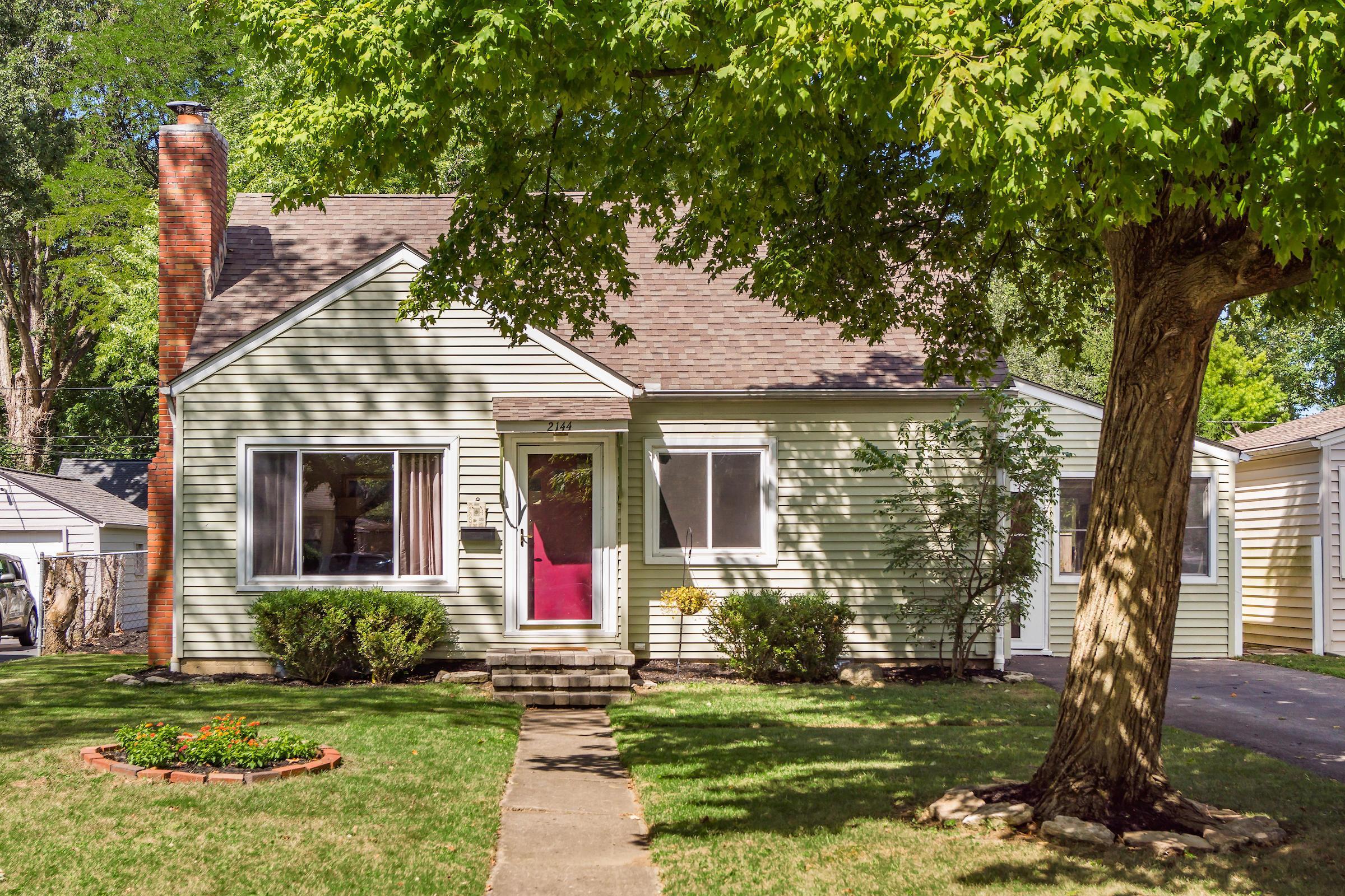 2144 Ridgecliff Road, Upper Arlington, Ohio 43221, 3 Bedrooms Bedrooms, ,2 BathroomsBathrooms,Residential,For Sale,Ridgecliff,220031219