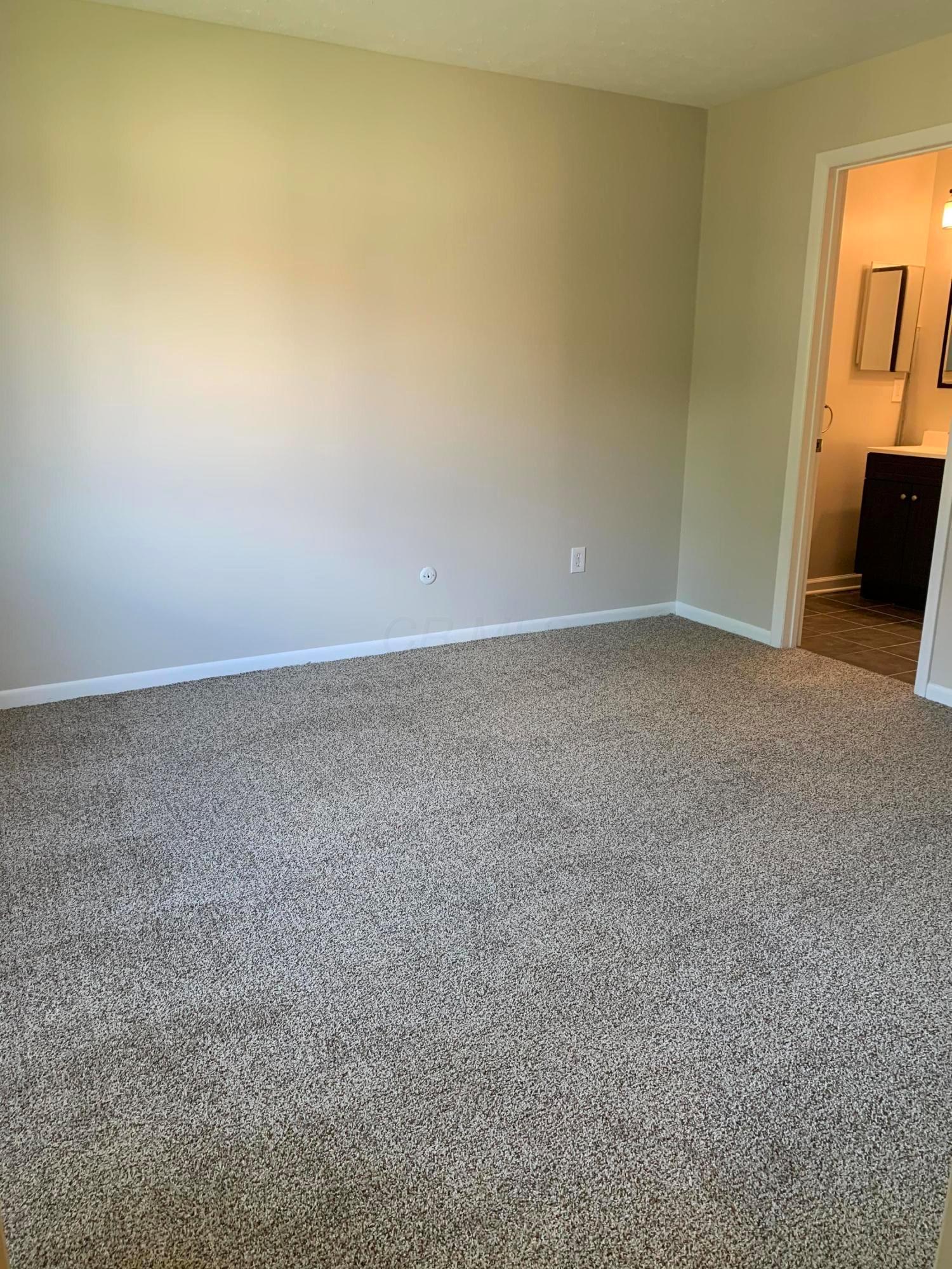 2265 Hedgerow Road, Columbus, Ohio 43220, 2 Bedrooms Bedrooms, ,2 BathroomsBathrooms,Residential,For Sale,Hedgerow,220031366