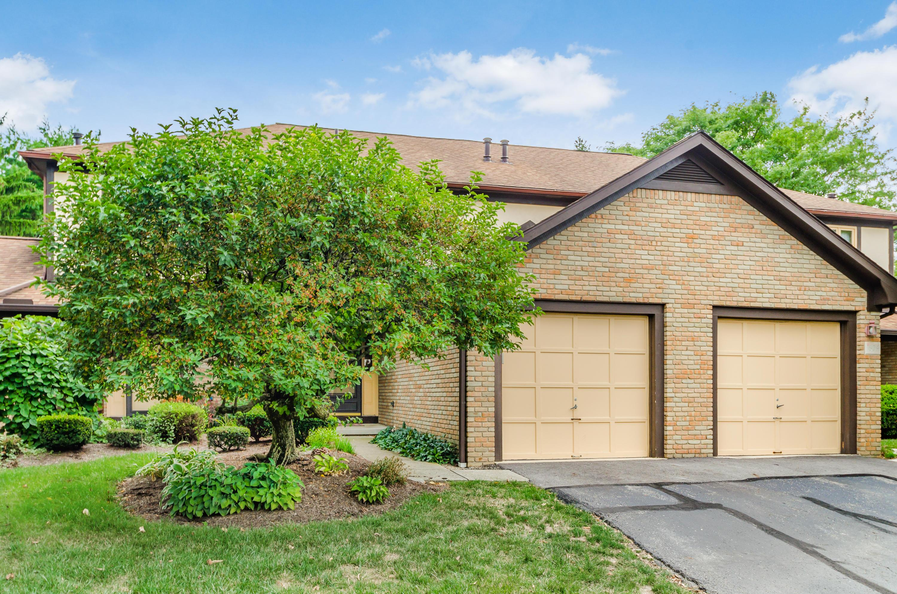 1602 Six Point Court, Worthington, Ohio 43085, 2 Bedrooms Bedrooms, ,2 BathroomsBathrooms,Residential,For Sale,Six Point,220031687