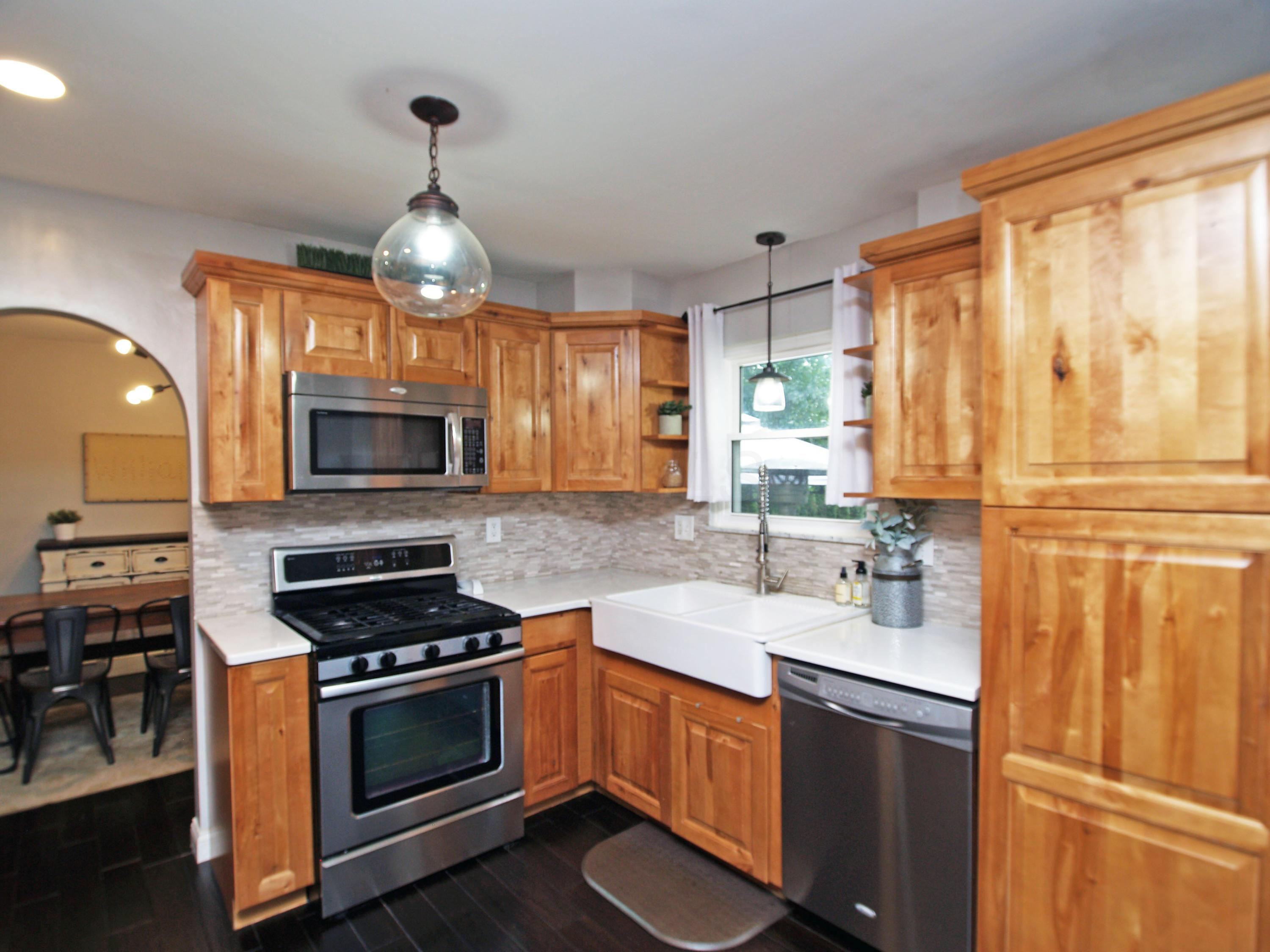 1379 Brenthaven Place, Columbus, Ohio 43228, 4 Bedrooms Bedrooms, ,3 BathroomsBathrooms,Residential,For Sale,Brenthaven,220032124