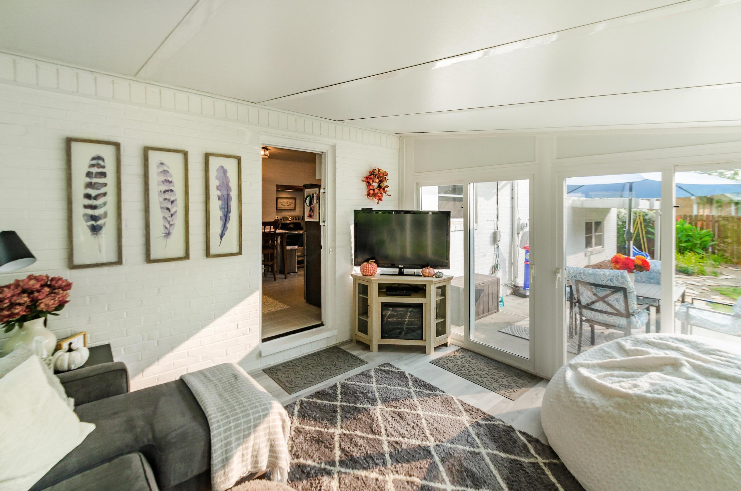 3511 Darbyshire Drive, Hilliard, Ohio 43026, 3 Bedrooms Bedrooms, ,3 BathroomsBathrooms,Residential,For Sale,Darbyshire,220032305