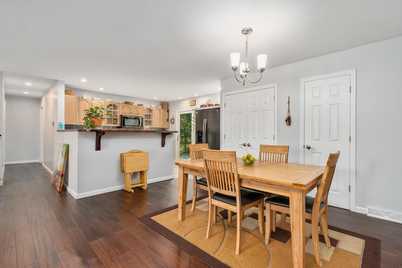 329 Muskingum Drive, Gahanna, Ohio 43230, 2 Bedrooms Bedrooms, ,3 BathroomsBathrooms,Residential,For Sale,Muskingum,220032425