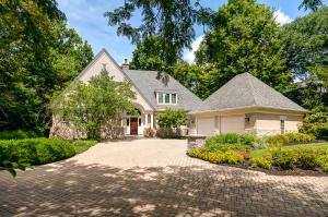 2010 Aladdin Woods Court, Marble Cliff, OH 43212