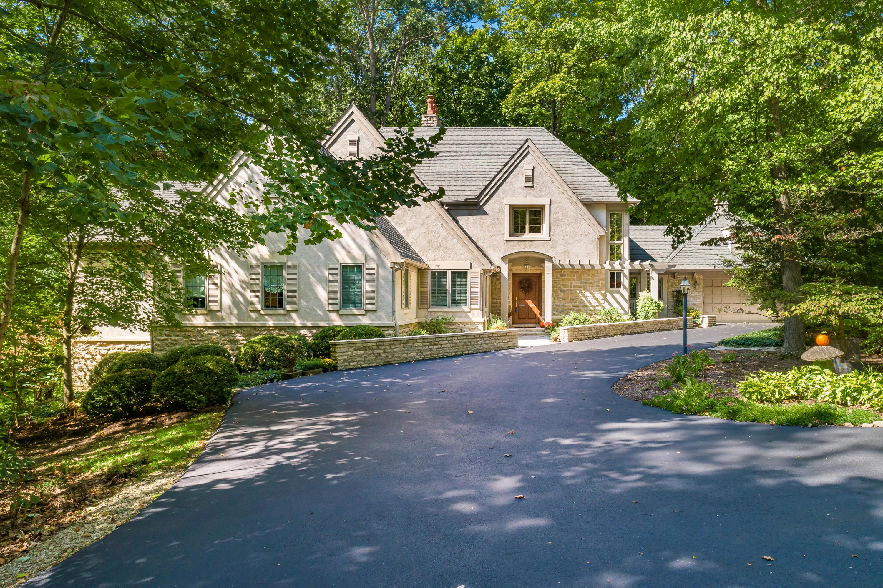 Photo of 660 Woods Hollow Lane, Powell, OH 43065
