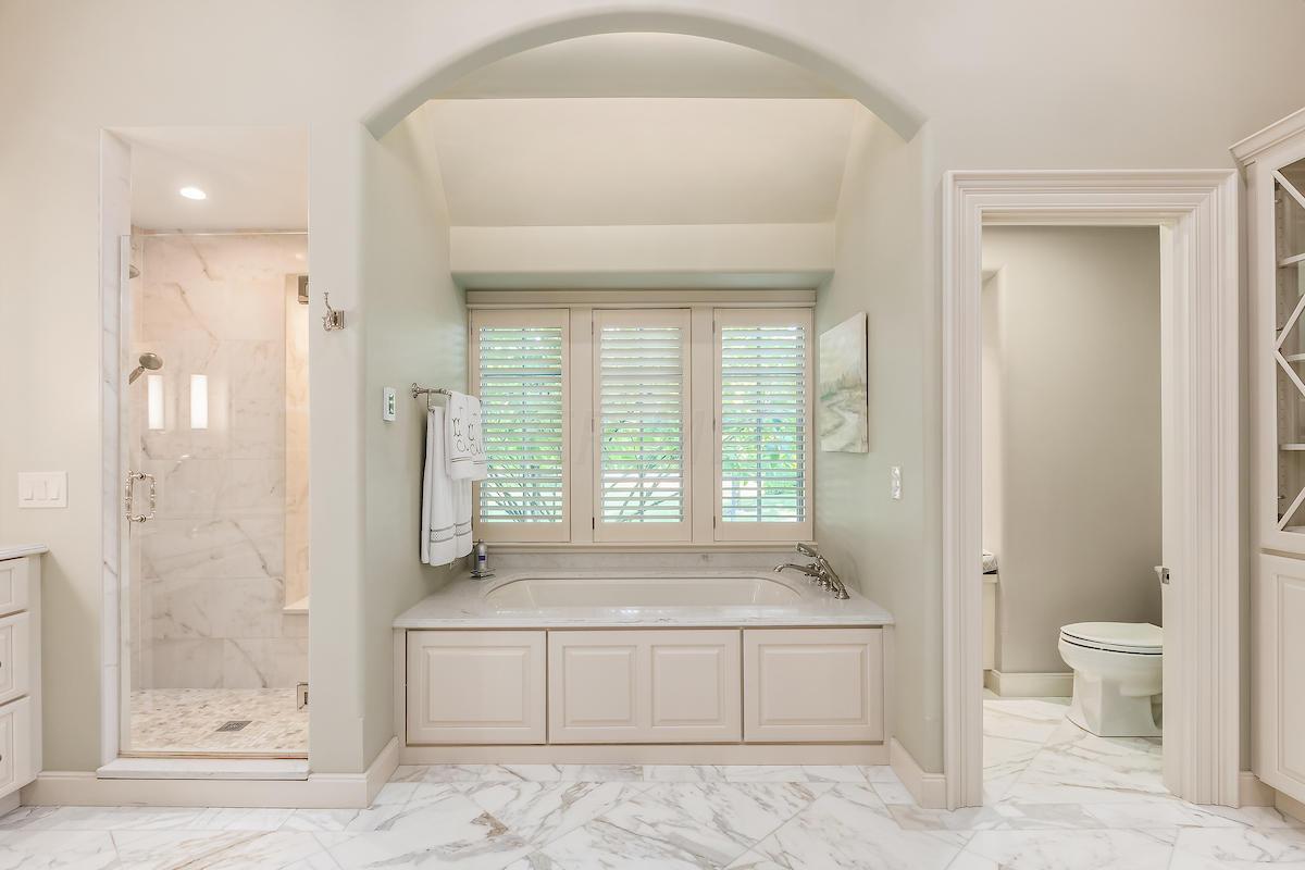 Owner's bathroom w/Bain Ultra jetted tub