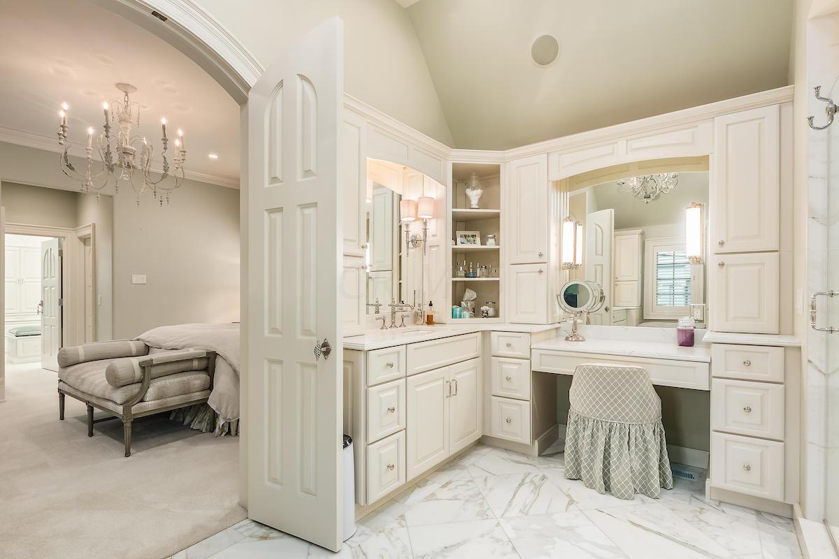 Owner's bathroom w/ Calacatta marble