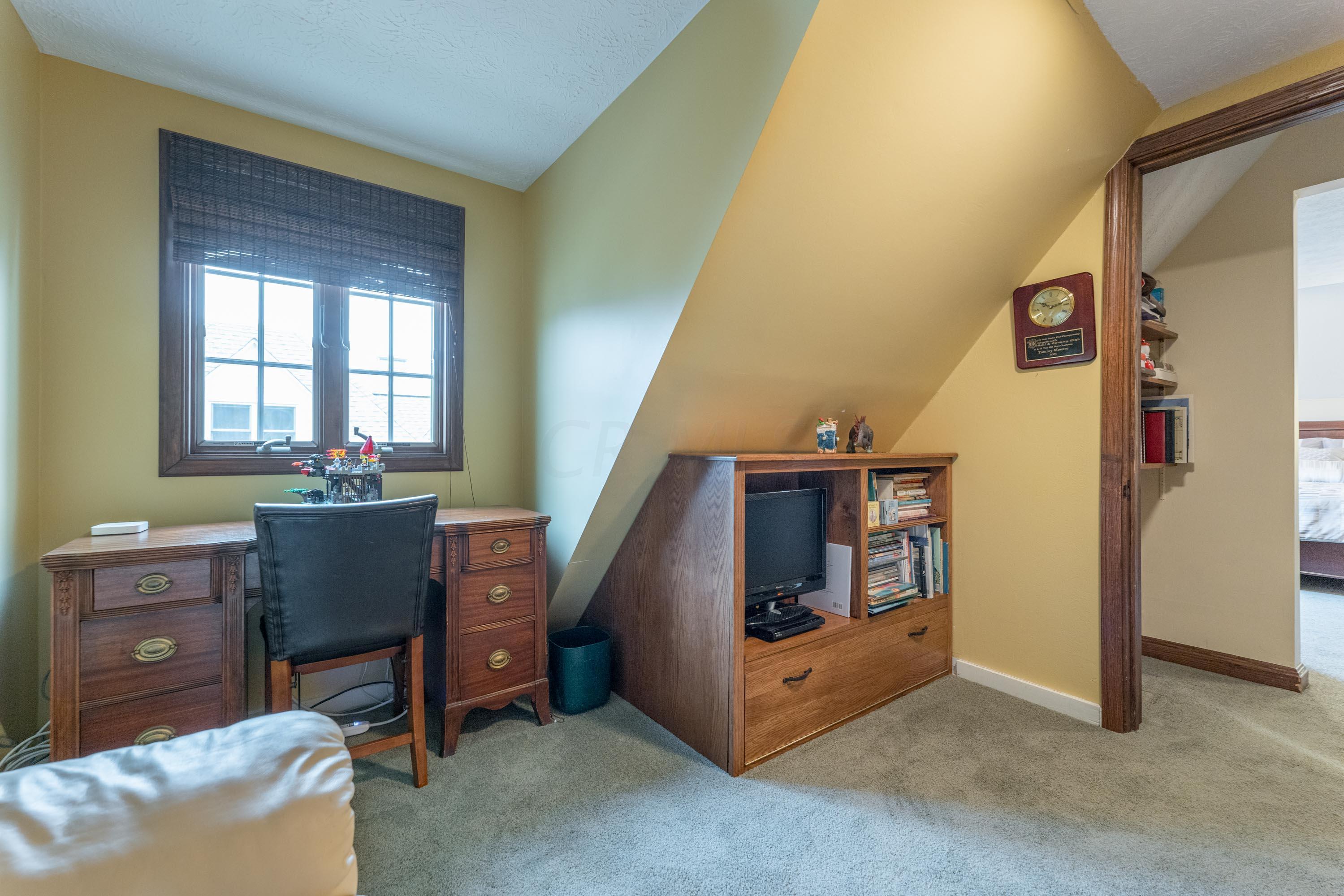 2047 Lane Avenue, Columbus, Ohio 43221, 3 Bedrooms Bedrooms, ,3 BathroomsBathrooms,Residential,For Sale,Lane,220038537