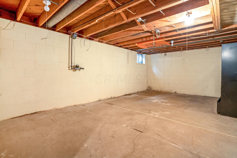 3078 Carisbrook Road, Columbus, Ohio 43221, 5 Bedrooms Bedrooms, ,3 BathroomsBathrooms,Residential,For Sale,Carisbrook,220038383