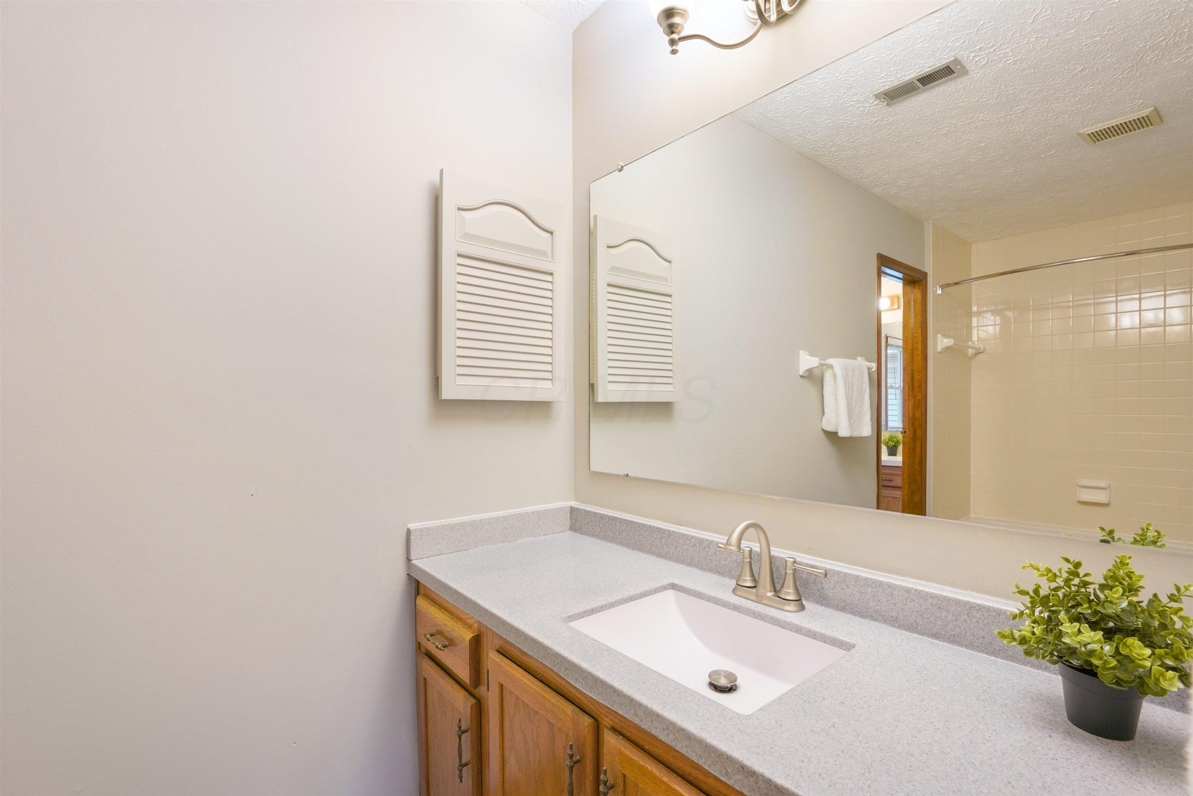 5855 Parkbridge Lane, Dublin, Ohio 43016, 2 Bedrooms Bedrooms, ,2 BathroomsBathrooms,Residential,For Sale,Parkbridge,220038448