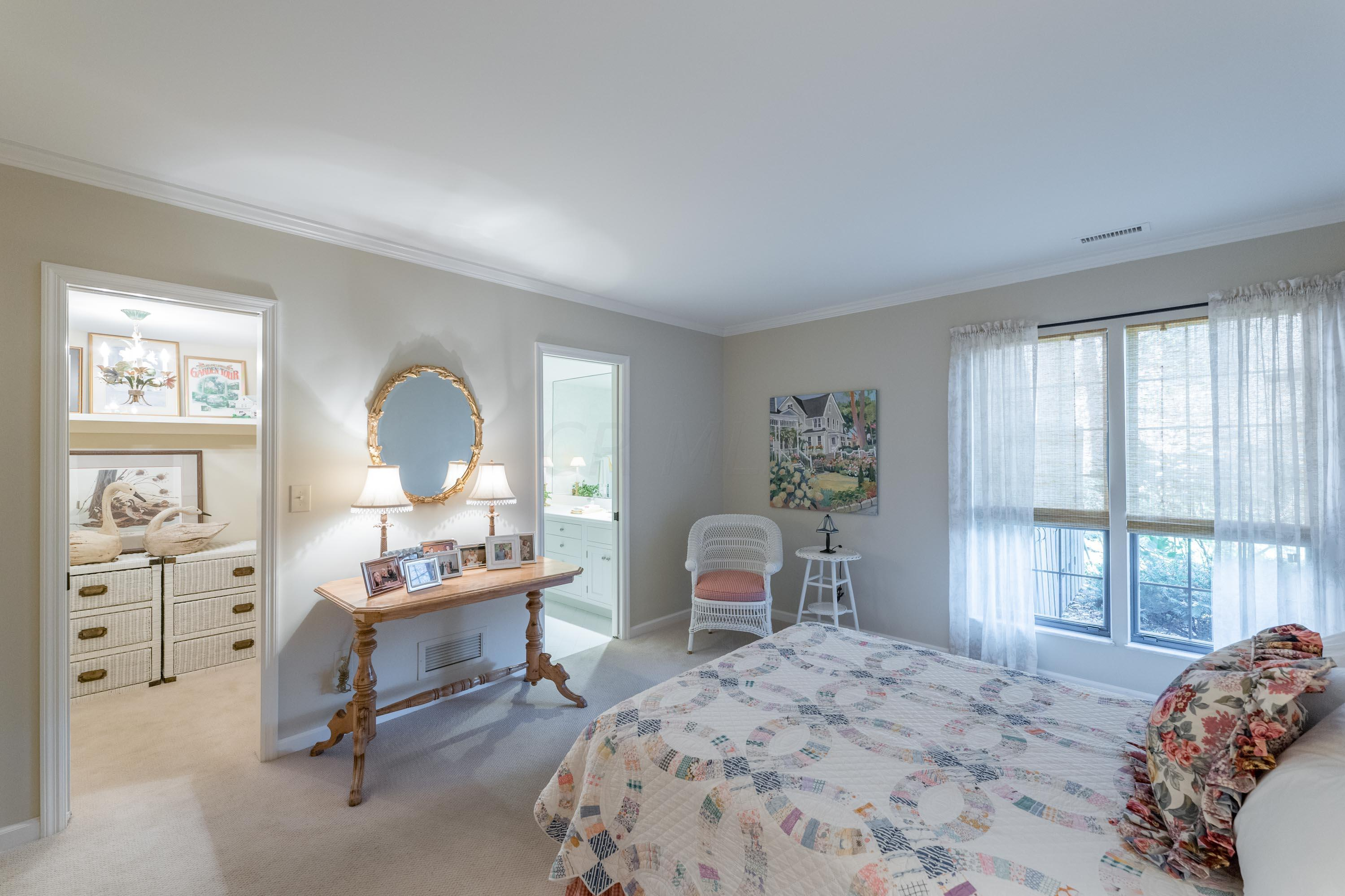 1241 Fountaine Drive, Upper Arlington, Ohio 43221, 2 Bedrooms Bedrooms, ,3 BathroomsBathrooms,Residential,For Sale,Fountaine,220038986