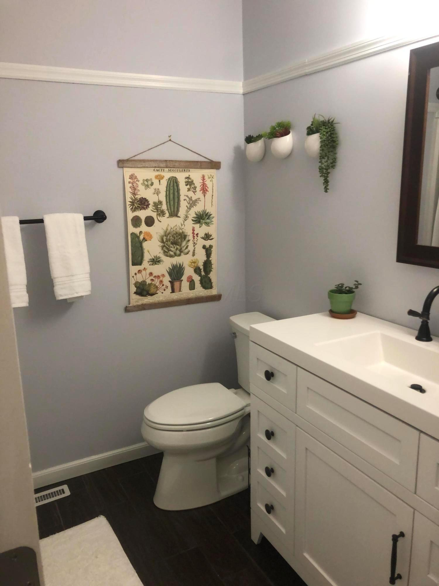 6360 Shaftsbury Lane, Dublin, Ohio 43017, 3 Bedrooms Bedrooms, ,3 BathroomsBathrooms,Residential,For Sale,Shaftsbury,220039099