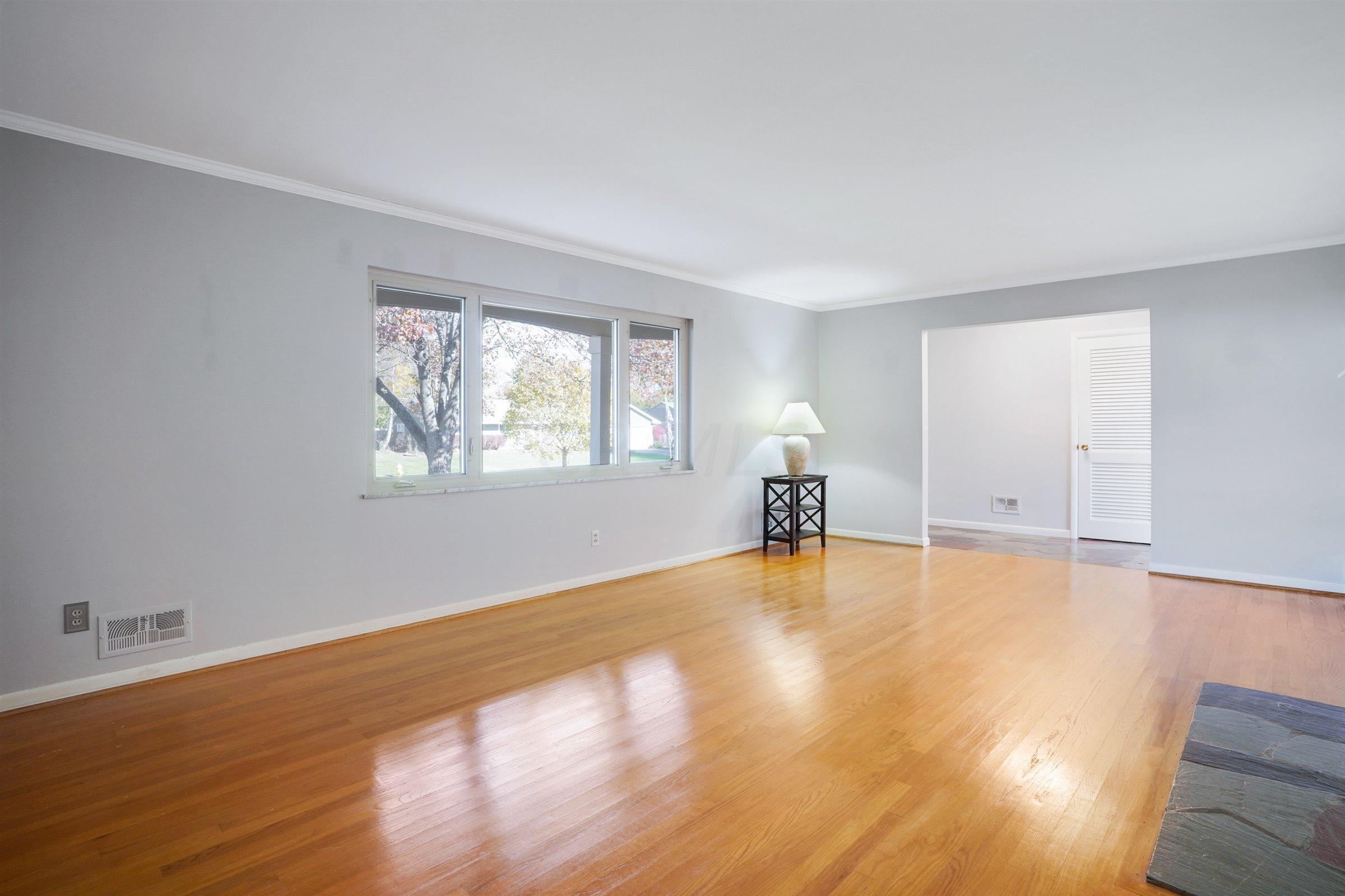 2105 Chardon Road, Columbus, Ohio 43220, 3 Bedrooms Bedrooms, ,2 BathroomsBathrooms,Residential,For Sale,Chardon,220039837
