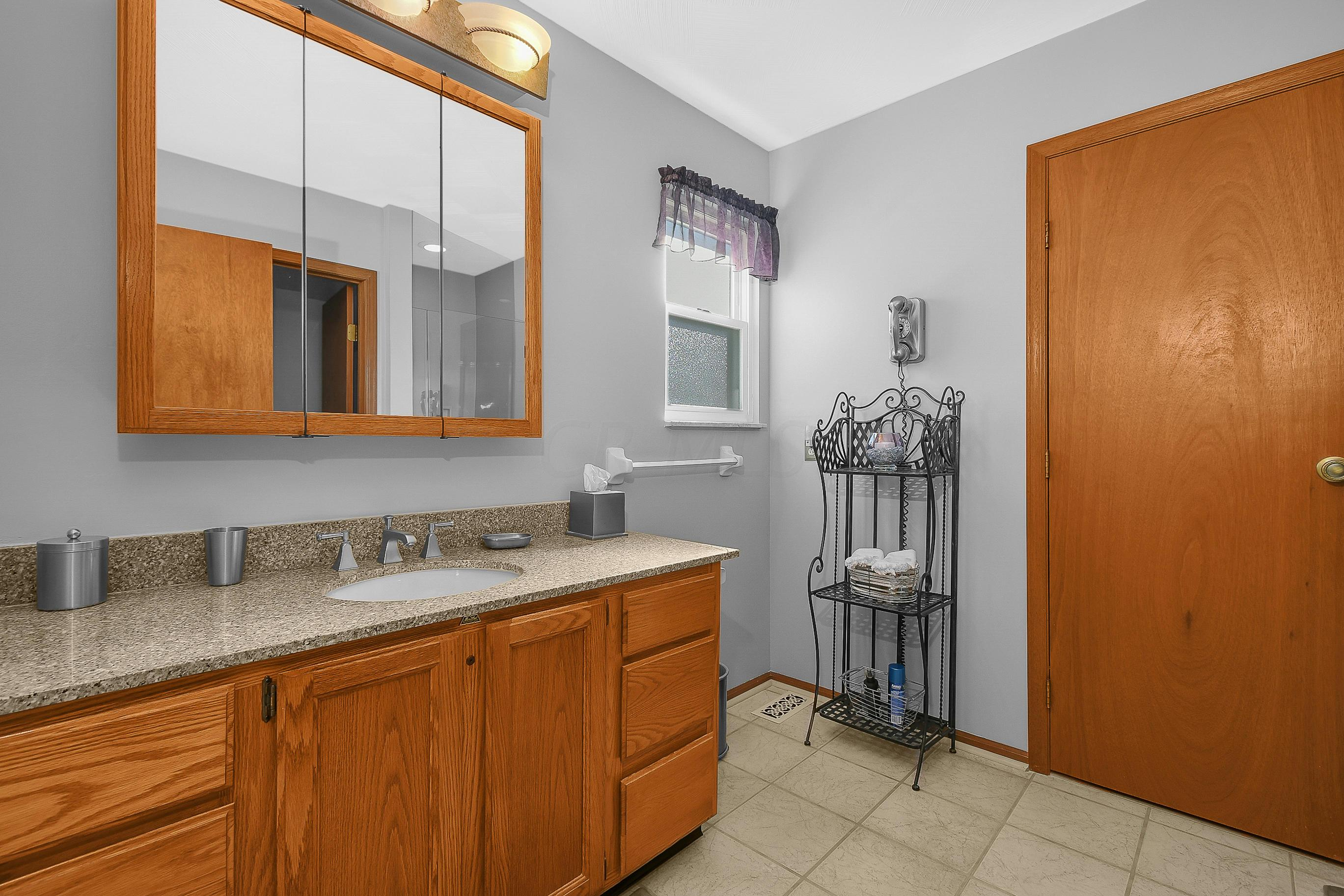 6860 Spruce Pine Drive, Columbus, Ohio 43235, 2 Bedrooms Bedrooms, ,3 BathroomsBathrooms,Residential,For Sale,Spruce Pine,220039945