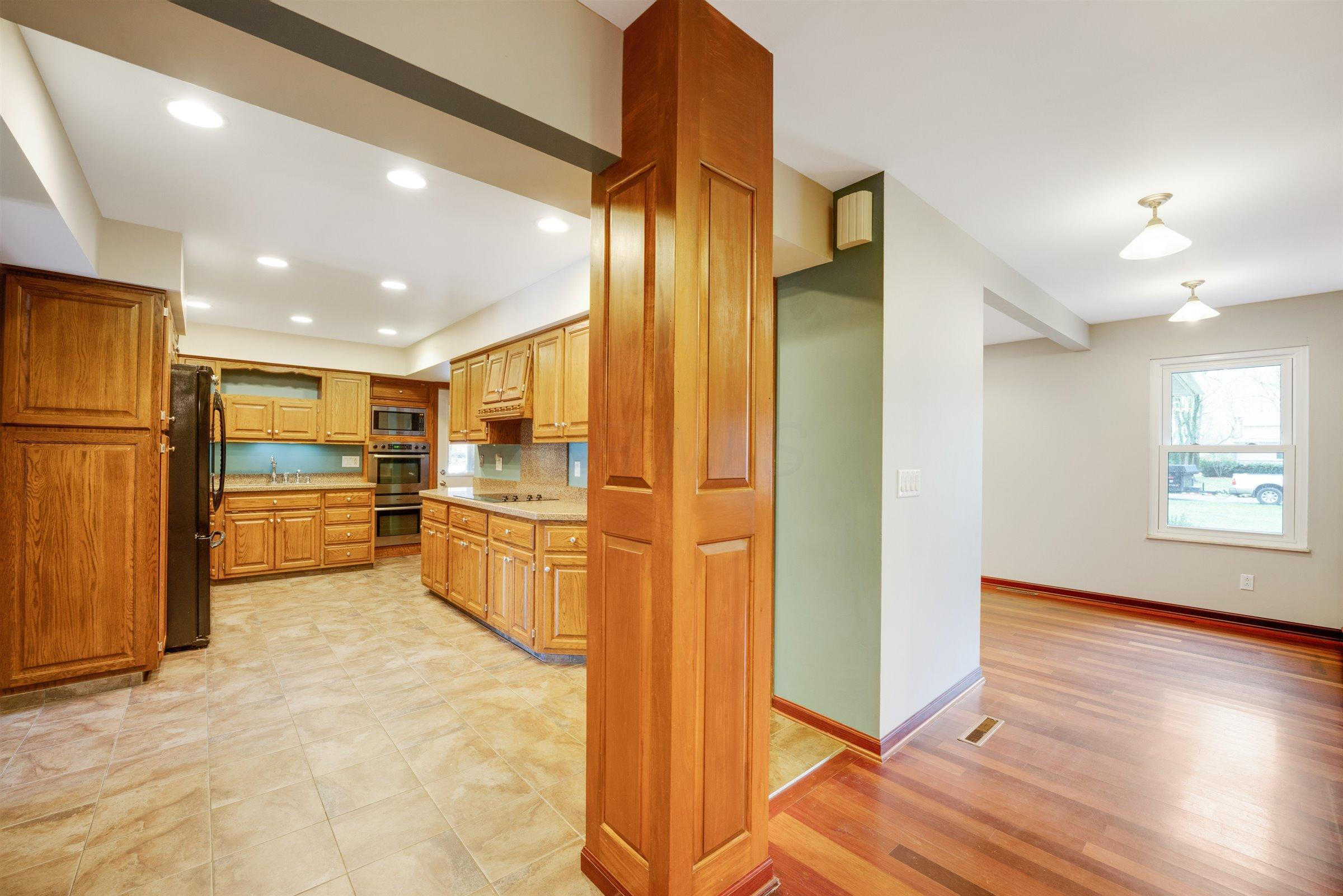 3700 Skyline Drive, Columbus, Ohio 43235, 4 Bedrooms Bedrooms, ,4 BathroomsBathrooms,Residential,For Sale,Skyline,220040478