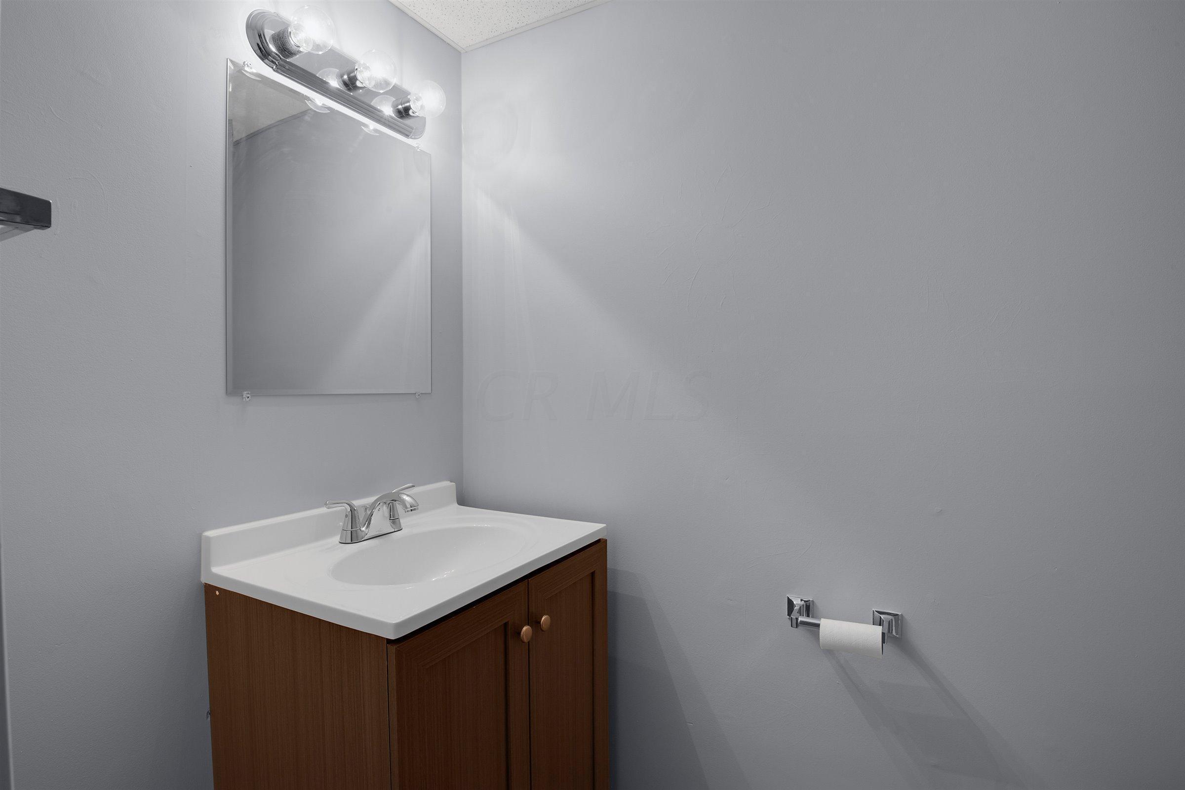 4917 Singleton Drive, Hilliard, Ohio 43026, 2 Bedrooms Bedrooms, ,2 BathroomsBathrooms,Residential,For Sale,Singleton,220040318