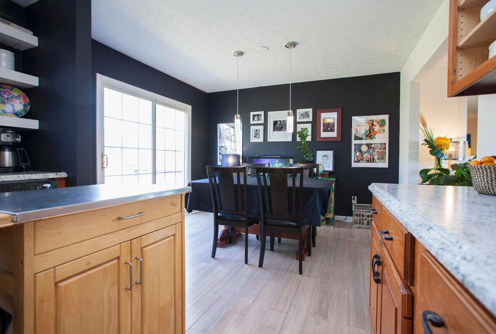 8219 Lone Tree Drive, Powell, Ohio 43065, 3 Bedrooms Bedrooms, ,2 BathroomsBathrooms,Residential,For Sale,Lone Tree,220040366