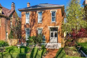 76 W 2nd Avenue, Columbus, OH 43201