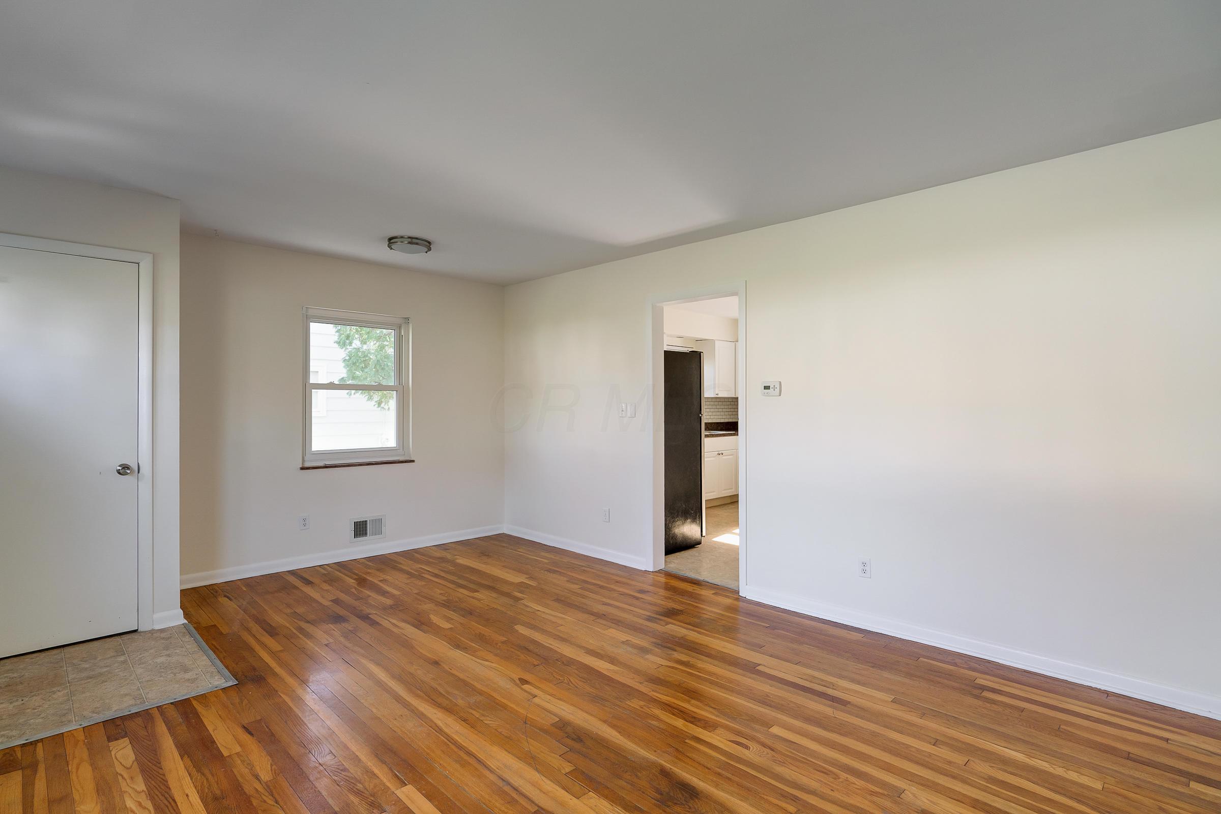 2553 Woodstock Road, Upper Arlington, Ohio 43221, 3 Bedrooms Bedrooms, ,1 BathroomBathrooms,Residential,For Sale,Woodstock,220040903