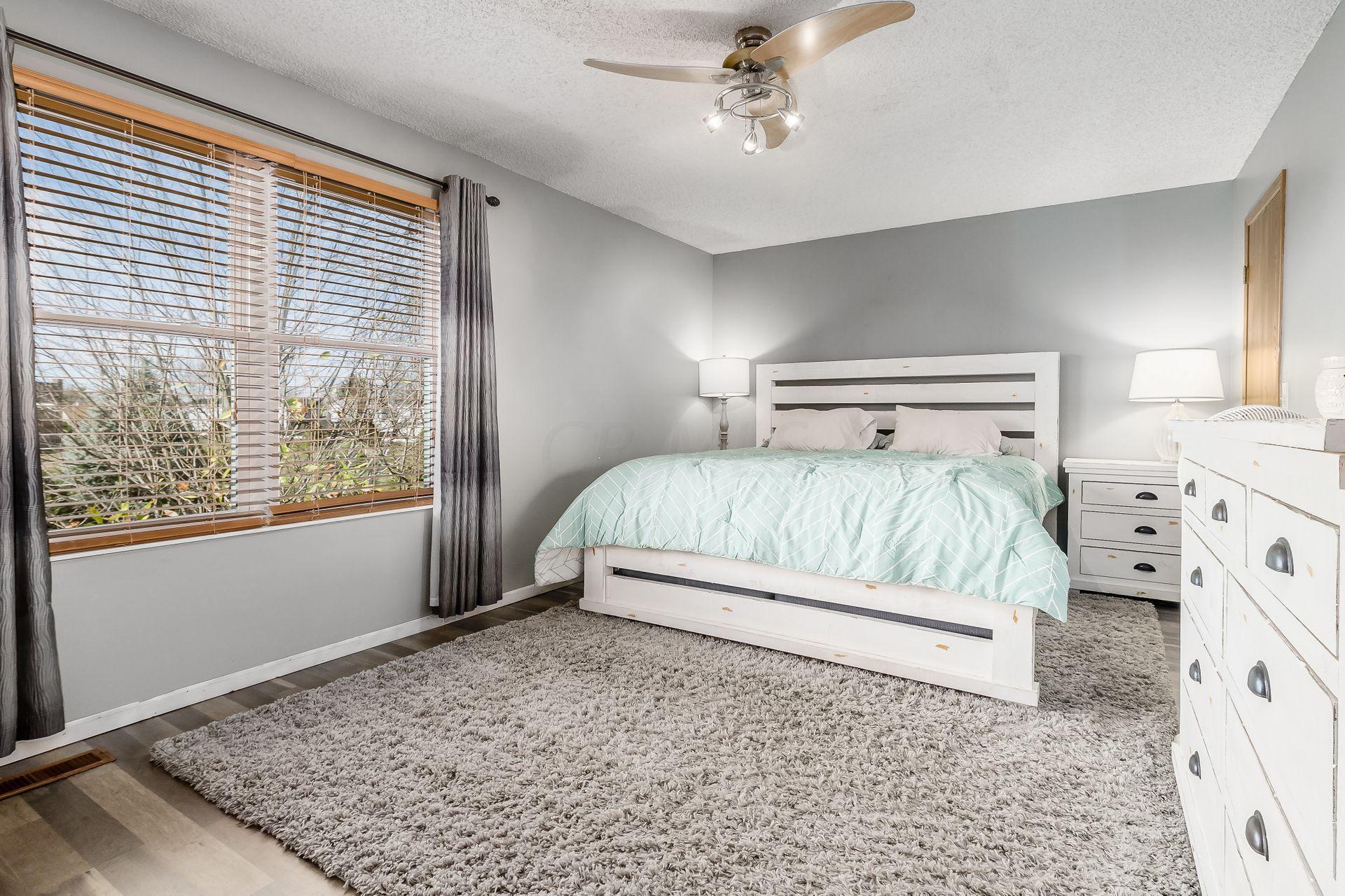 5294 Granite Drive, Hilliard, Ohio 43026, 3 Bedrooms Bedrooms, ,2 BathroomsBathrooms,Residential,For Sale,Granite,220041015
