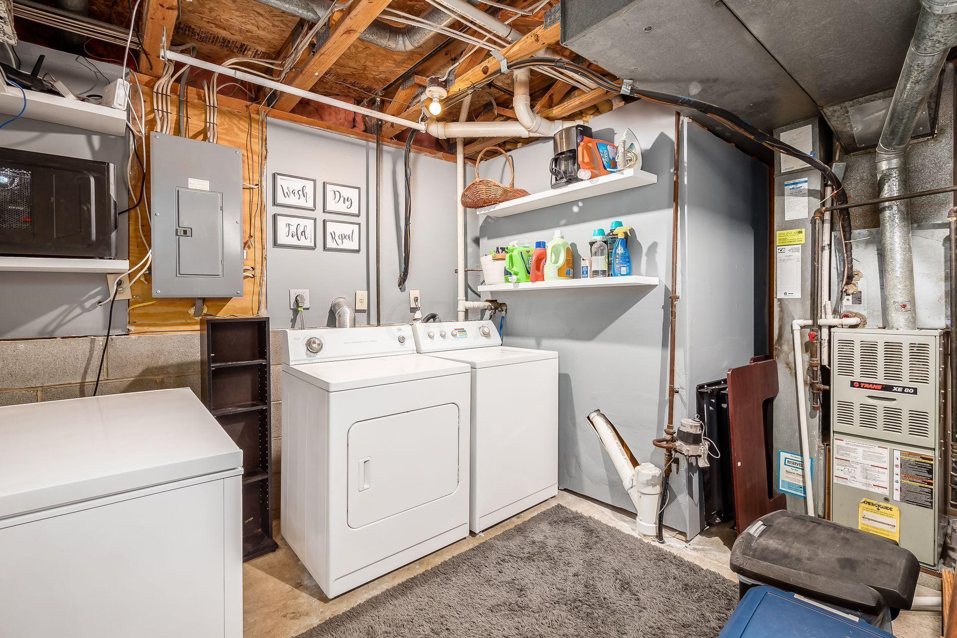 1081 Lavender Lane, Columbus, Ohio 43207, 3 Bedrooms Bedrooms, ,2 BathroomsBathrooms,Residential,For Sale,Lavender,220041019
