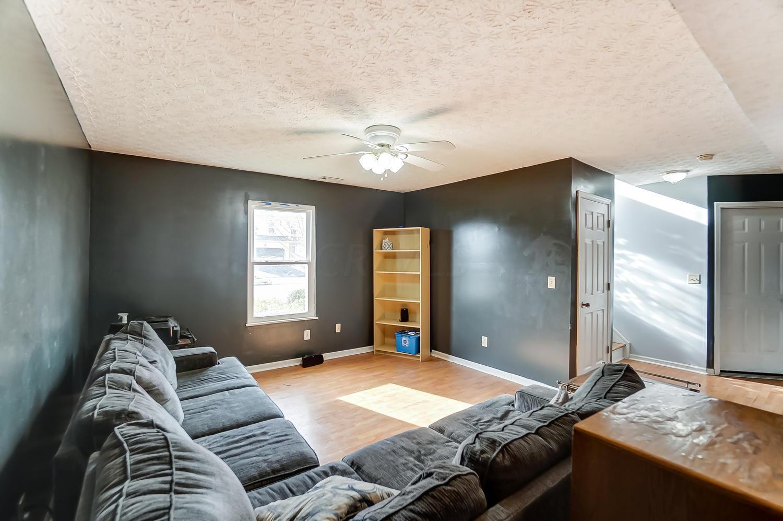 1728 Damos Way, Marysville, Ohio 43040, 4 Bedrooms Bedrooms, ,2 BathroomsBathrooms,Residential,For Sale,Damos,220041109
