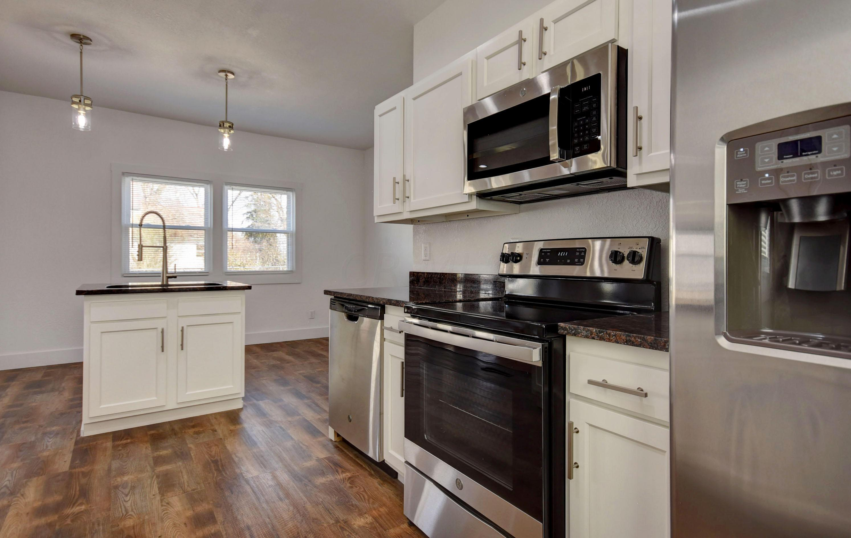 121 National Drive, Newark, Ohio 43055, 3 Bedrooms Bedrooms, ,2 BathroomsBathrooms,Residential,For Sale,National,220041123