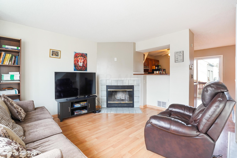 7919 Barkwood Drive, Worthington, Ohio 43085, 2 Bedrooms Bedrooms, ,2 BathroomsBathrooms,Residential,For Sale,Barkwood,220043361