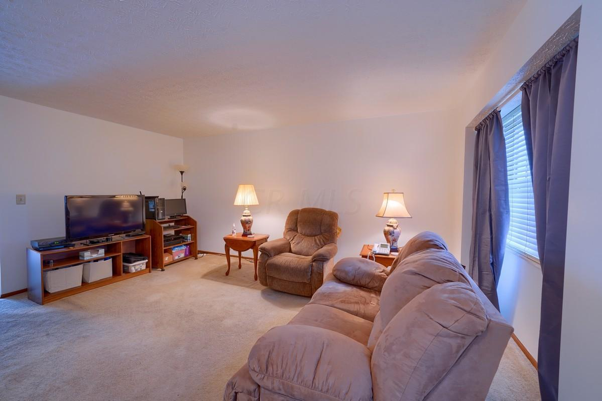 7862 Woodhouse Lane, Worthington, Ohio 43085, 2 Bedrooms Bedrooms, ,2 BathroomsBathrooms,Residential,For Sale,Woodhouse,220043568