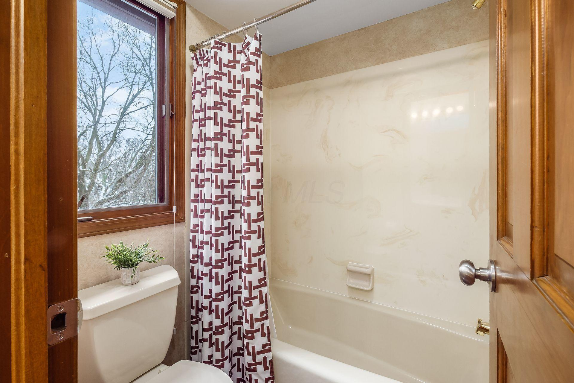 1200 Brittany Lane, Columbus, Ohio 43220, 5 Bedrooms Bedrooms, ,5 BathroomsBathrooms,Residential,For Sale,Brittany,220043612