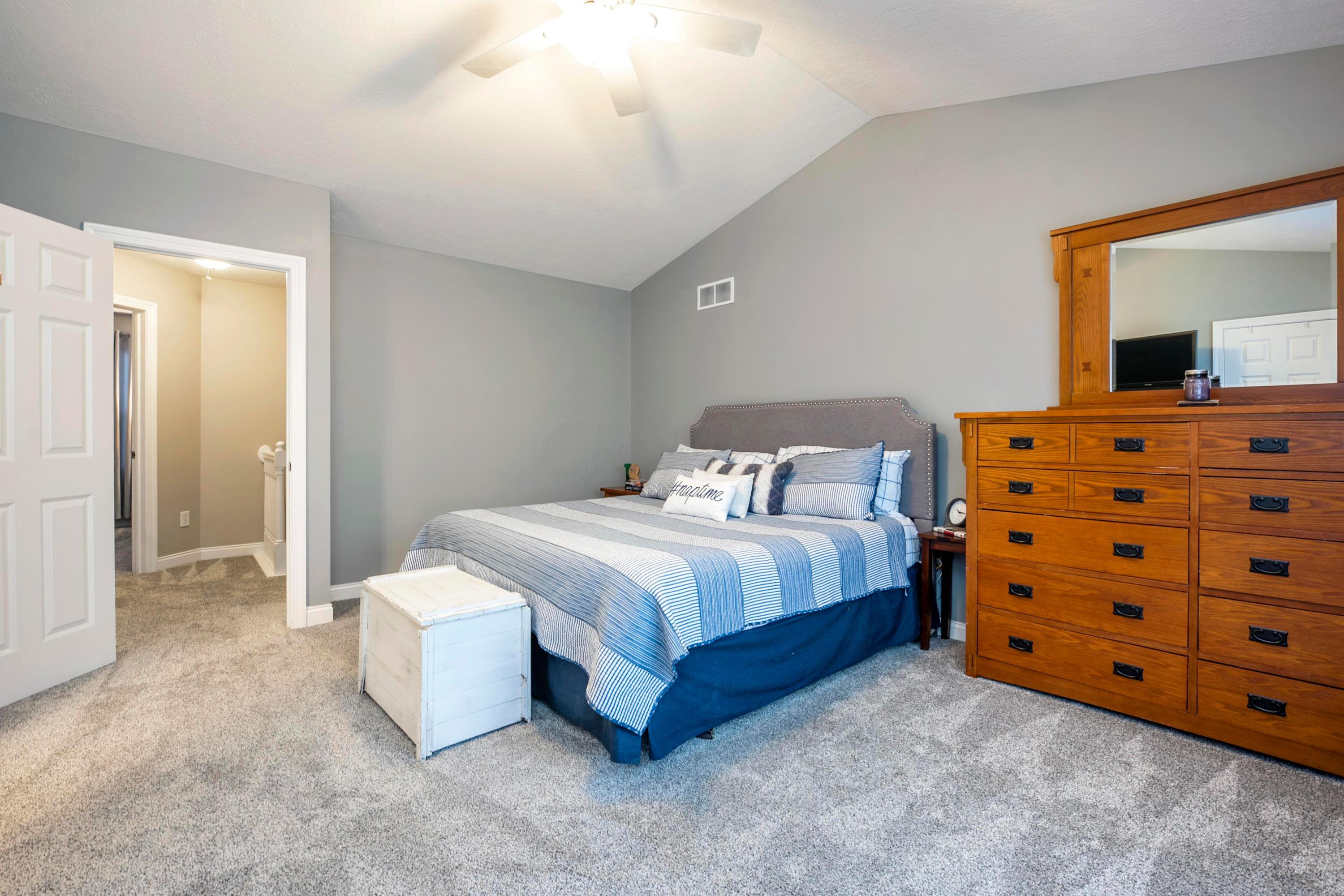 3927 Hill Park Road, Hilliard, Ohio 43026, 2 Bedrooms Bedrooms, ,3 BathroomsBathrooms,Residential,For Sale,Hill Park,221000246