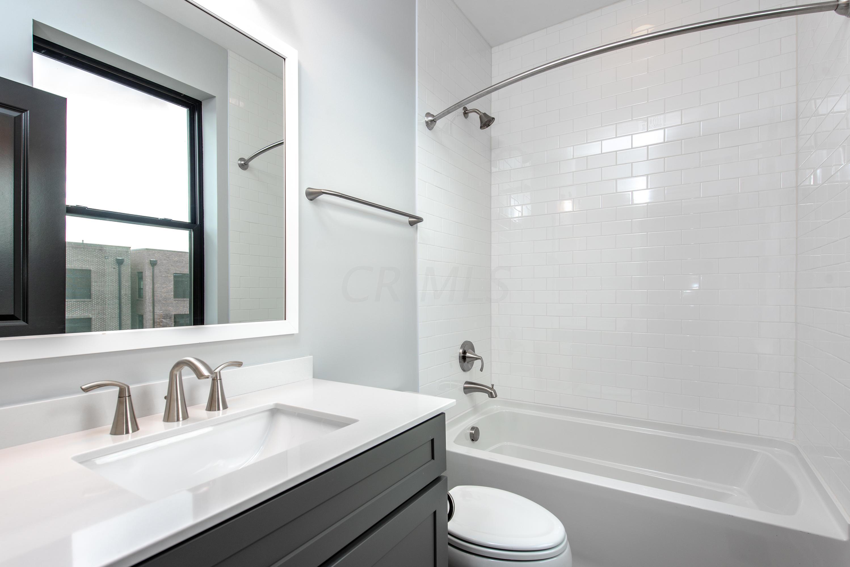 271 Neruda Avenue, Columbus, Ohio 43215, 2 Bedrooms Bedrooms, ,3 BathroomsBathrooms,Residential,For Sale,Neruda,220008685