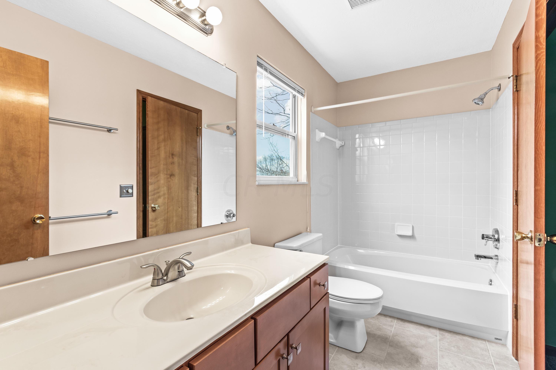 4724 River Run Drive, Hilliard, Ohio 43026, 3 Bedrooms Bedrooms, ,3 BathroomsBathrooms,Residential,For Sale,River Run,221000453