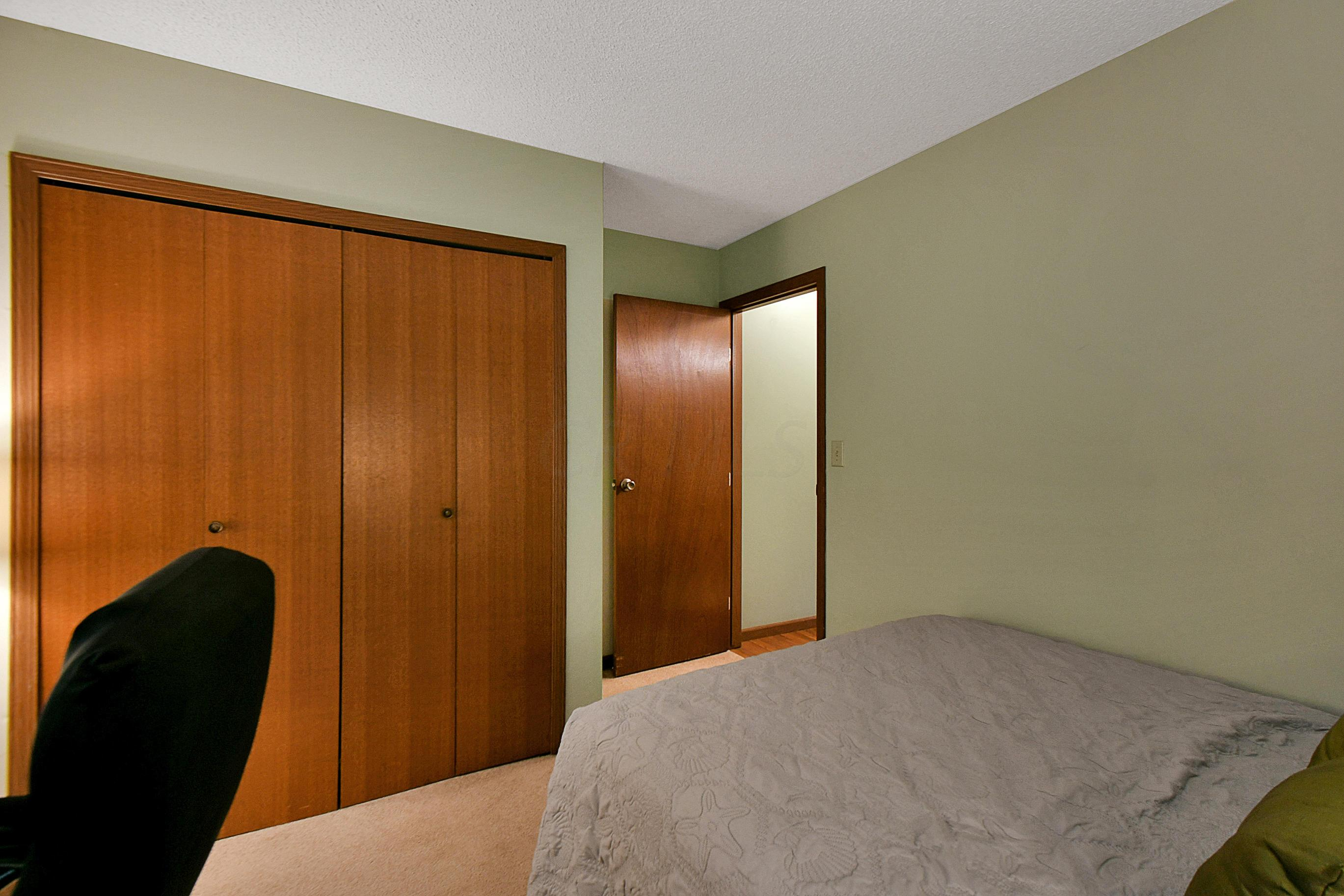 5912 Meadowhurst Way, Dublin, Ohio 43017, 3 Bedrooms Bedrooms, ,2 BathroomsBathrooms,Residential,For Sale,Meadowhurst,221000517