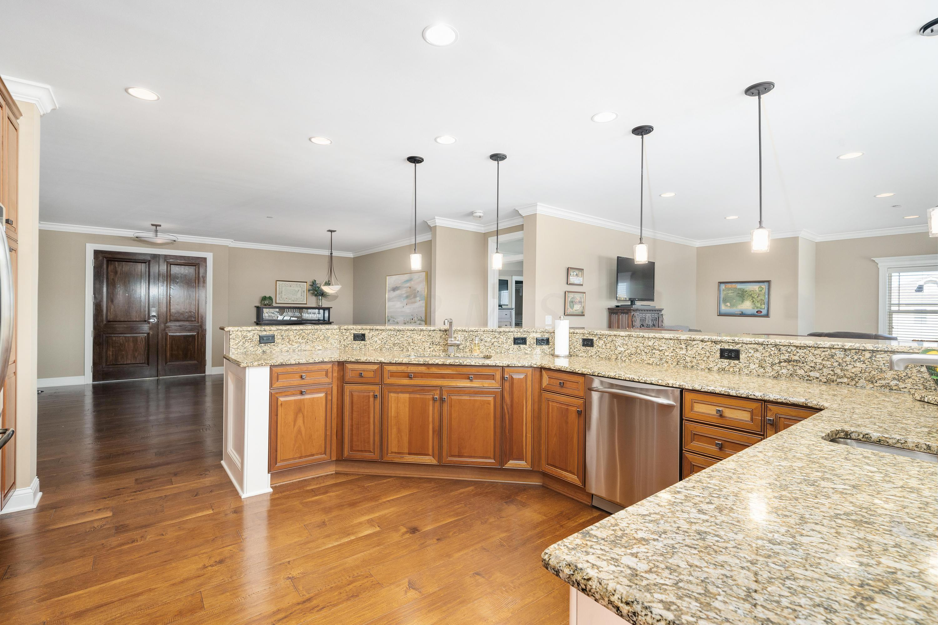 3175 Tremont Road, Upper Arlington, Ohio 43221, 2 Bedrooms Bedrooms, ,3 BathroomsBathrooms,Residential,For Sale,Tremont,221000694
