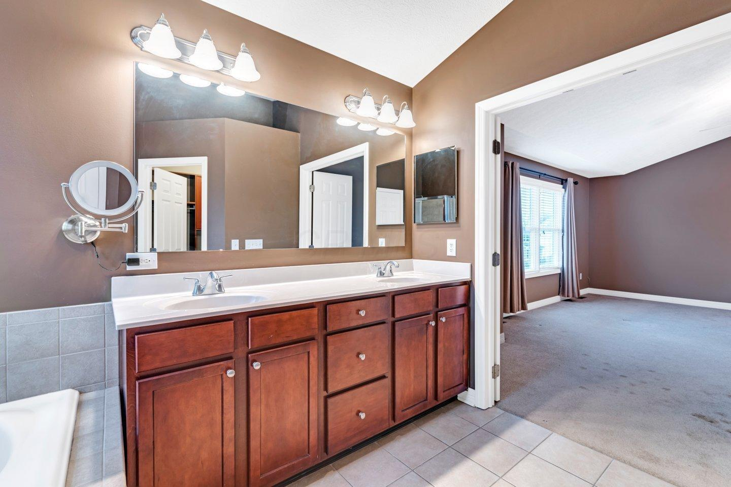 6981 Blue Holly Drive, Lewis Center, Ohio 43035, 4 Bedrooms Bedrooms, ,4 BathroomsBathrooms,Residential,For Sale,Blue Holly,221000728