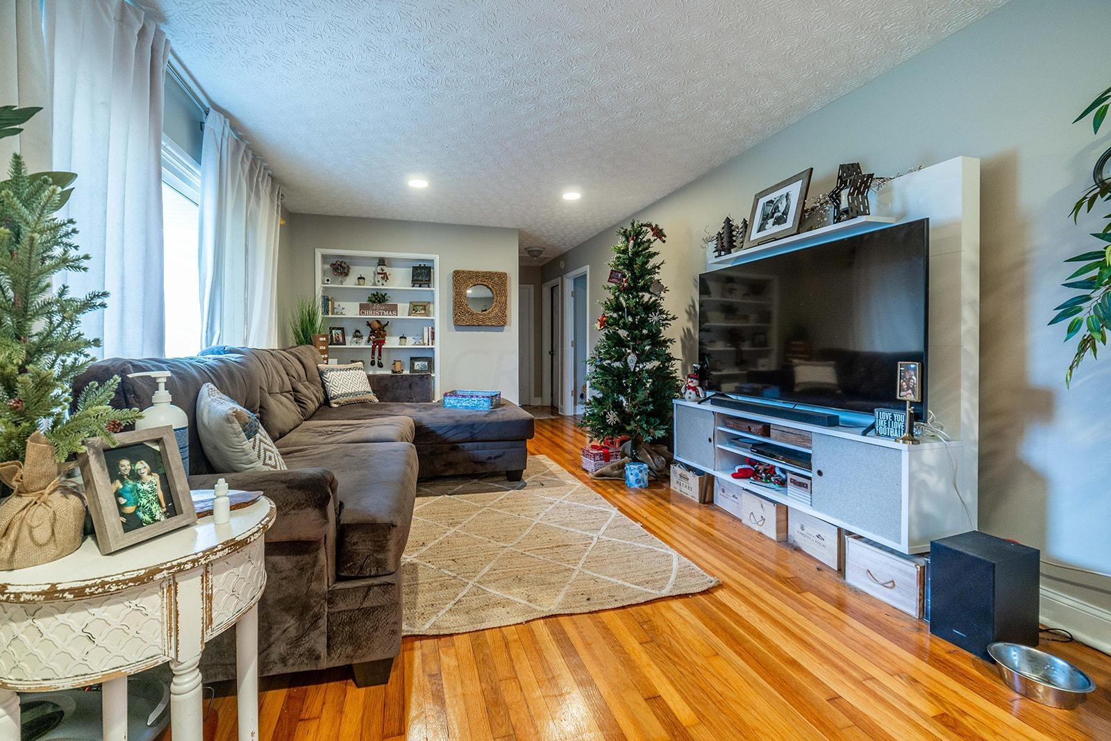 2610 Shrewsbury Road, Upper Arlington, Ohio 43221, 3 Bedrooms Bedrooms, ,2 BathroomsBathrooms,Residential,For Sale,Shrewsbury,221000753