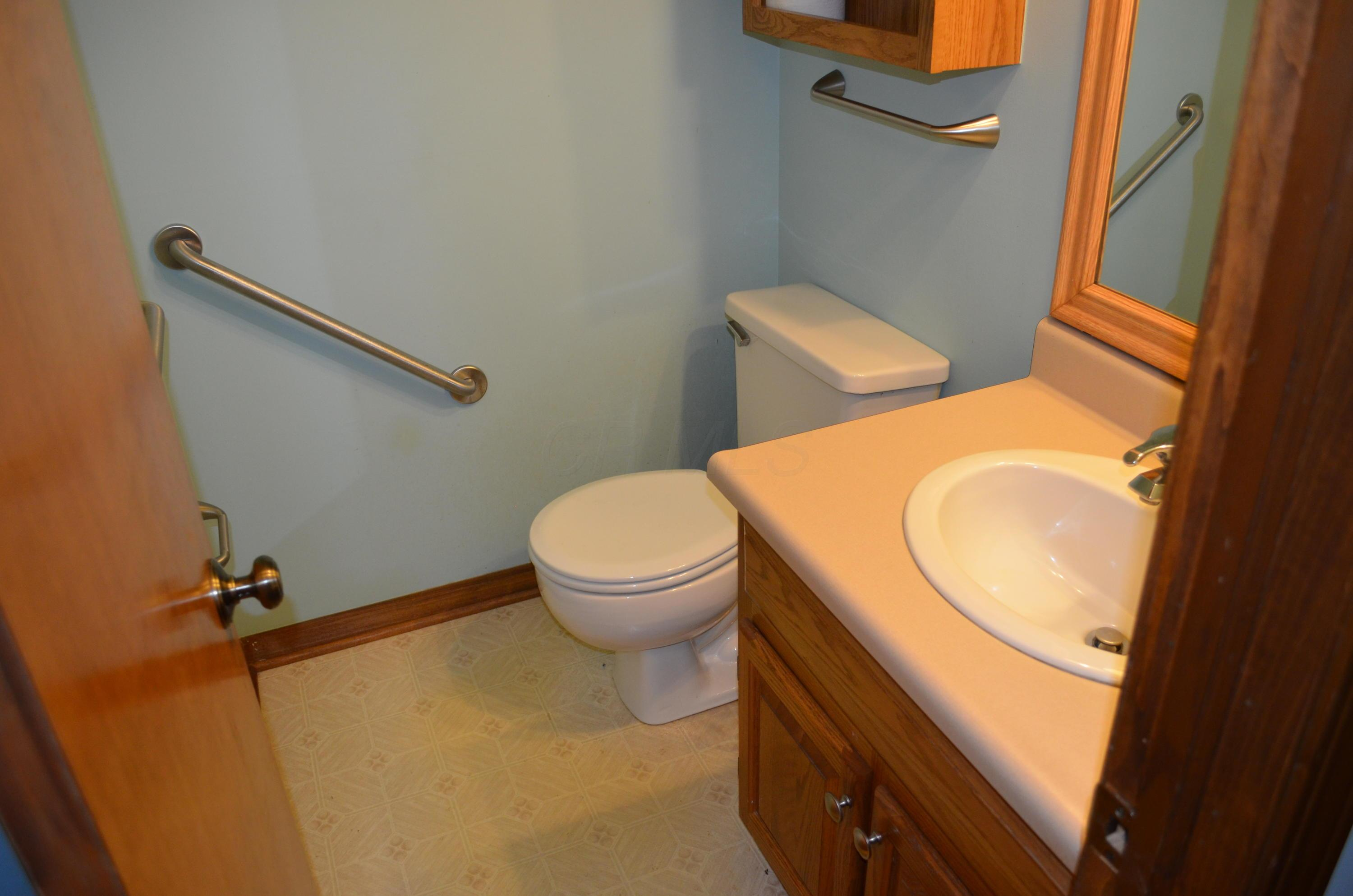 6350 Youngland Drive, Columbus, Ohio 43228, 4 Bedrooms Bedrooms, ,3 BathroomsBathrooms,Residential,For Sale,Youngland,221000785
