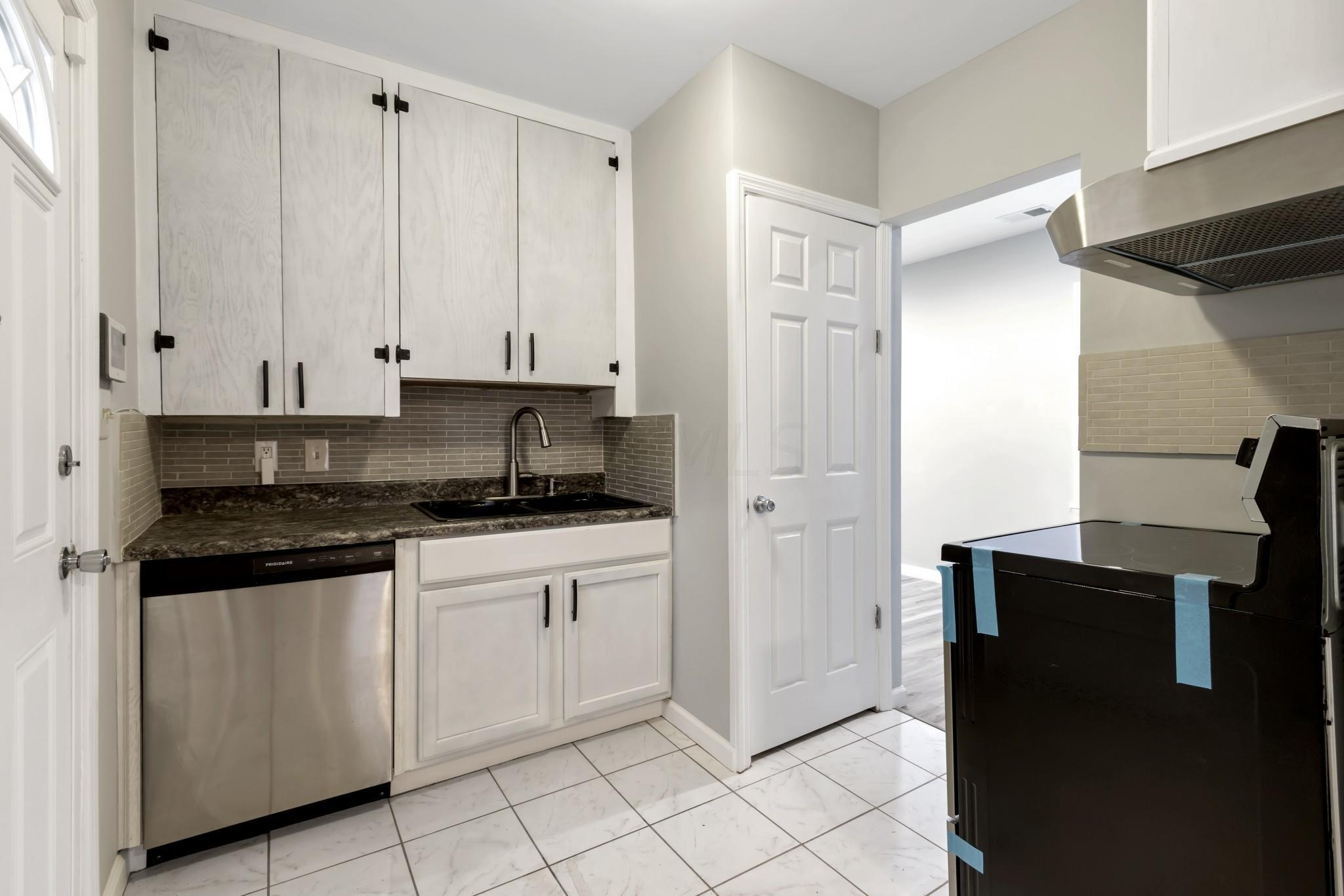 3043 Azelda Street, Columbus, Ohio 43224, 2 Bedrooms Bedrooms, ,1 BathroomBathrooms,Residential,For Sale,Azelda,221001145