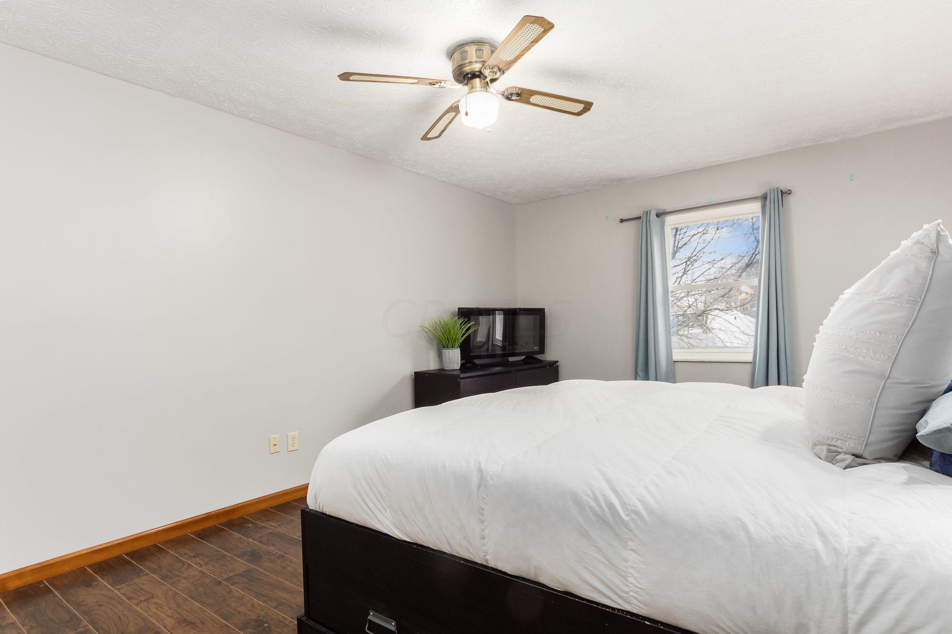 1927 Lost Valley Road, Powell, Ohio 43065, 4 Bedrooms Bedrooms, ,3 BathroomsBathrooms,Residential,For Sale,Lost Valley,221001101