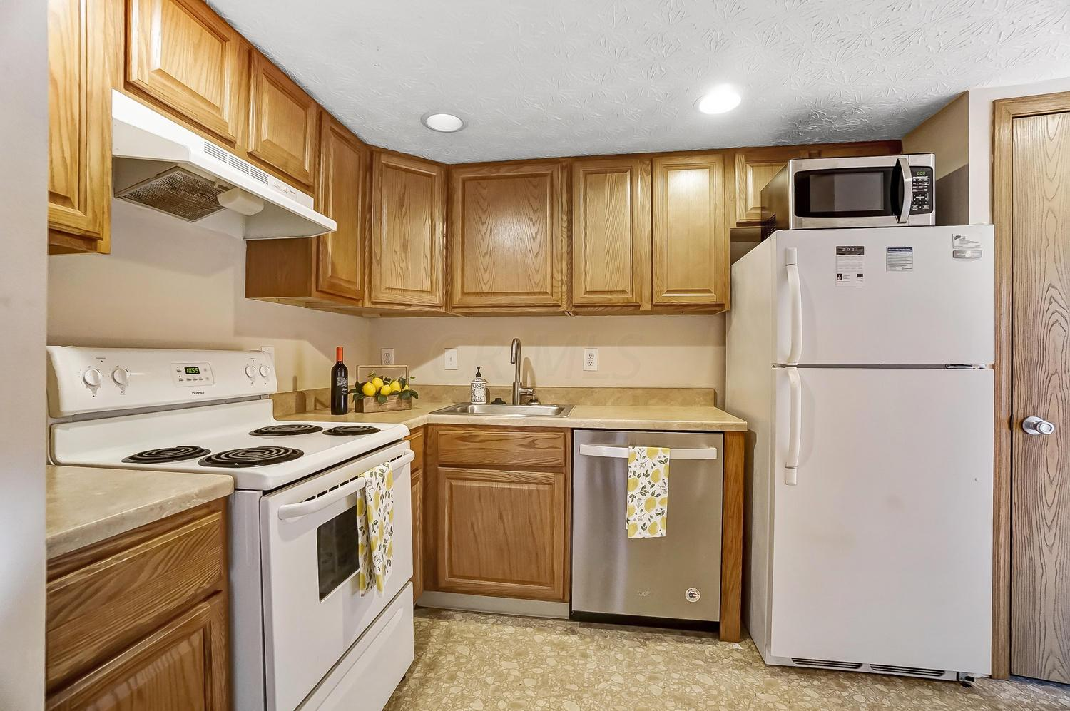 5428 Worthington Forest Place, Columbus, Ohio 43229, 2 Bedrooms Bedrooms, ,2 BathroomsBathrooms,Residential,For Sale,Worthington Forest,221001155
