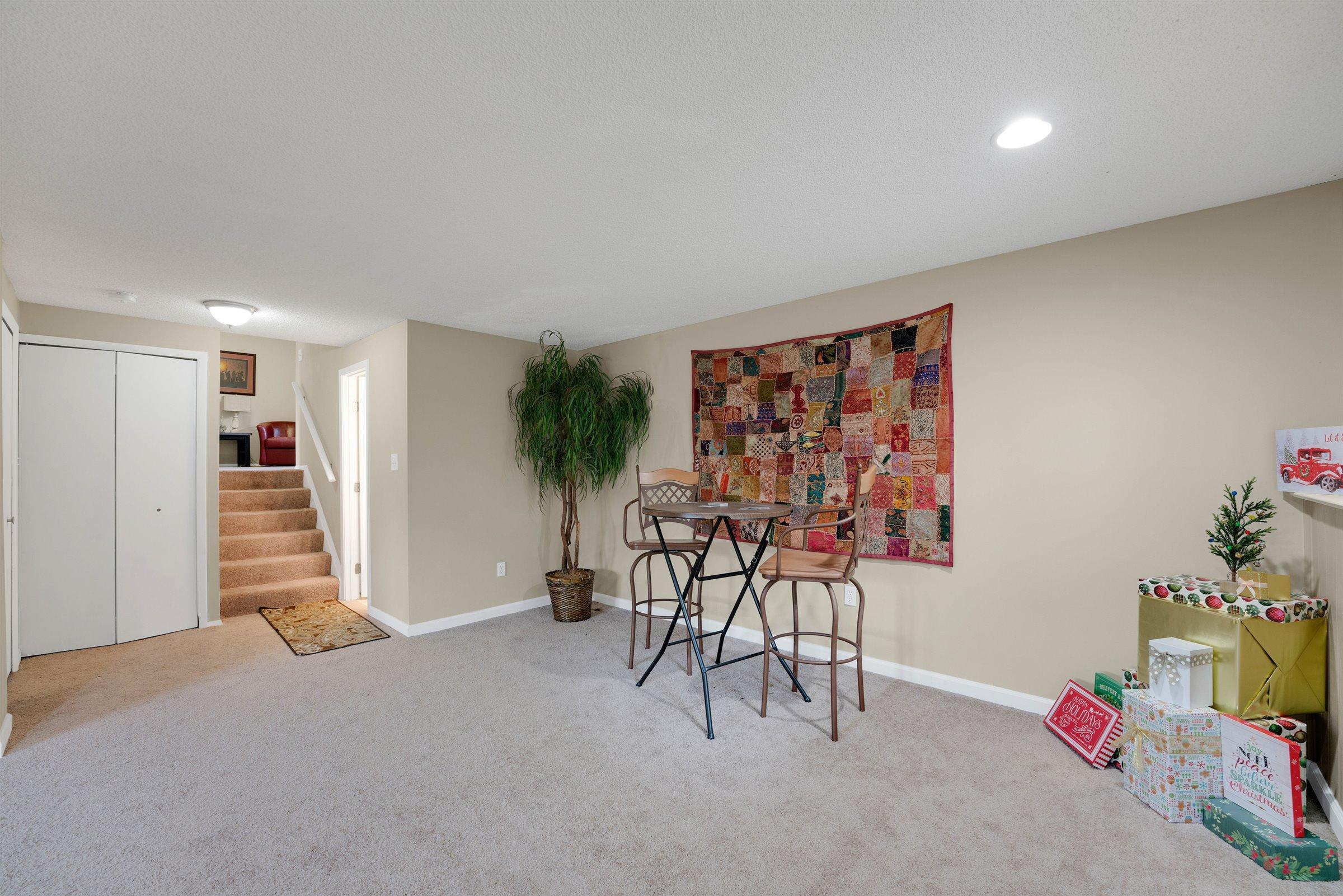 8503 Seabright Drive, Powell, Ohio 43065, 3 Bedrooms Bedrooms, ,2 BathroomsBathrooms,Residential,For Sale,Seabright,221000870